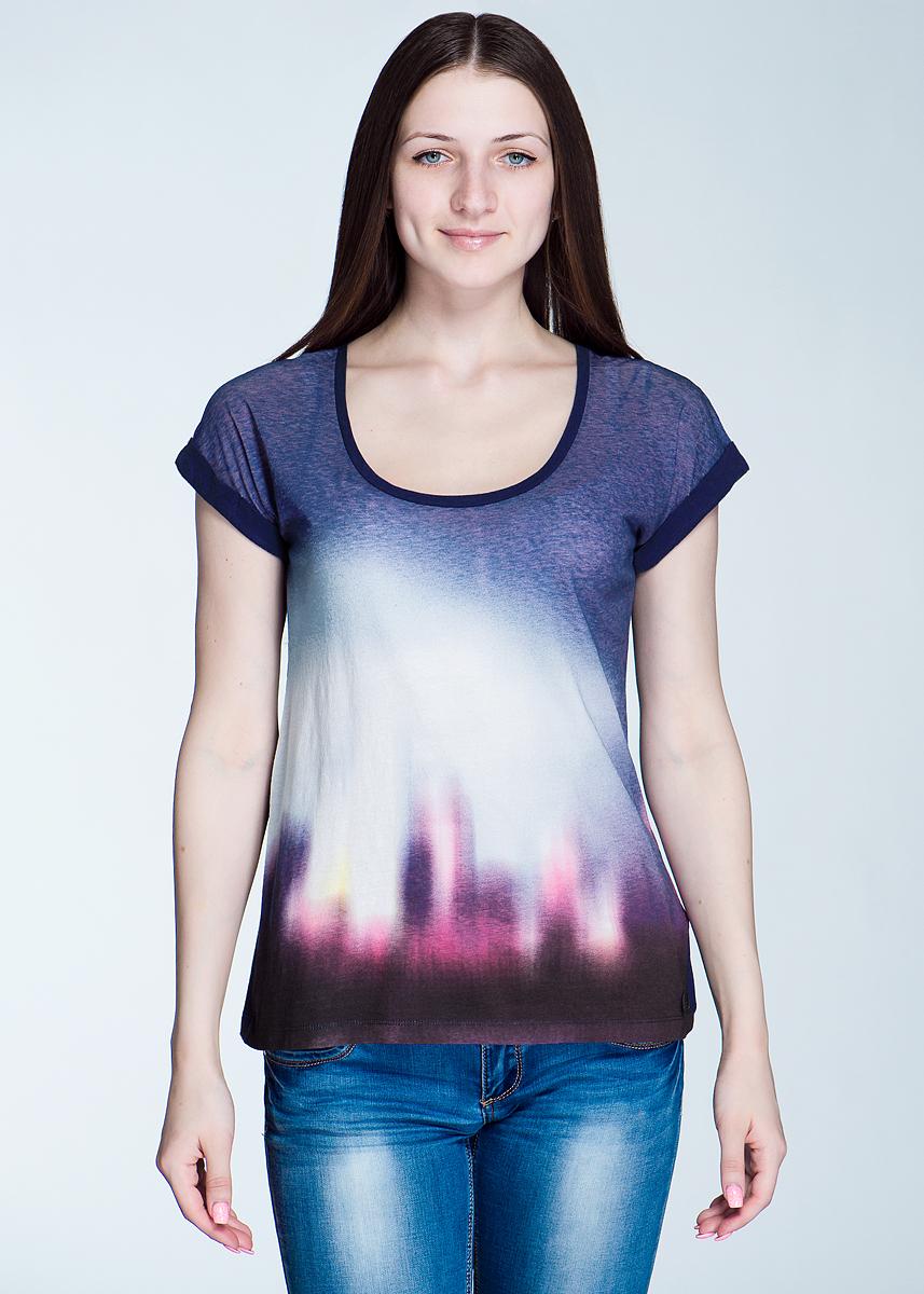 ФутболкаL40NAUAWСтильная женская футболка Lee Graphic, выполненная из высококачественного материала, - находка для современной женщины, желающей выглядеть стильно и модно. Модель свободного кроя, с короткими рукавами и круглым вырезом горловины будет отлично на вас смотреться. Такая модель, несомненно, вам понравится и послужит отличным дополнением к вашему гардеробу.