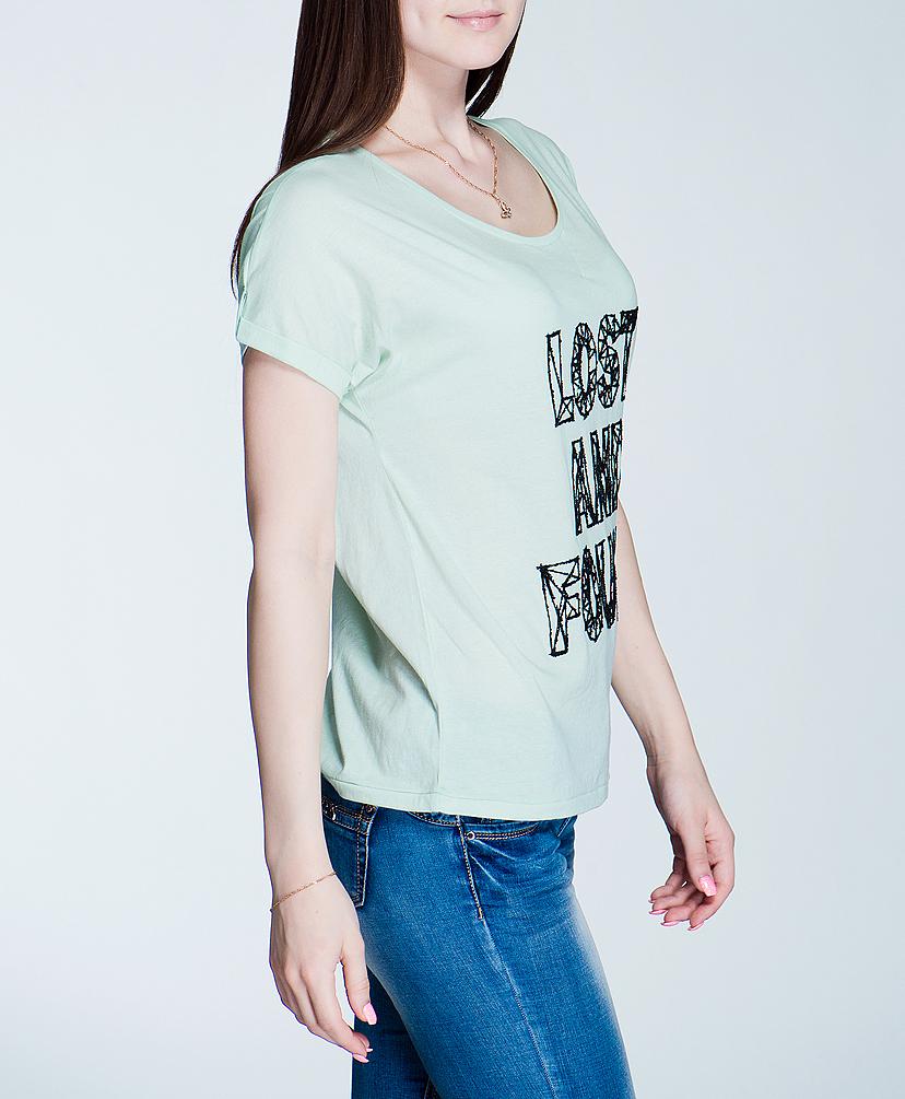 Футболка100750Симпатичная женская футболка ICHI, выполненная из высококачественного материала, обладает высокой теплопроводностью, воздухопроницаемостью, очень приятна к телу. Модель свободного кроя, с короткими рукавами, круглым вырезом горловины - идеальный вариант для создания образа в стиле Casual. Футболка оформлена надписью, которая выполнена из декоративной крошки. Такая модель будет дарить вам комфорт в течение всего дня и послужит замечательным дополнением к вашему гардеробу.