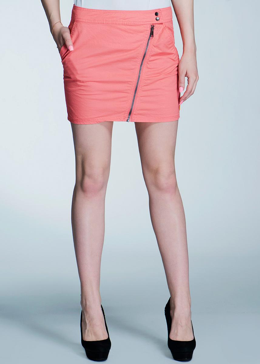 Юбка. 6010107260101072Стильная мини-юбка Broadway, выполненная из хлопка, приятная на ощупь, не сковывает движения и позволяет коже дышать, не раздражает даже самую нежную и чувствительную кожу, обеспечивая наибольший комфорт. Застегивается юбка на две кнопки и на косую молнию по всей длине изделия. Спереди модель дополнена двумя втачными кармашками. Эта модная и в тоже время комфортная юбка послужит отличным дополнением к вашему гардеробу, она станет главной составляющей вашего стиля. В ней вы всегда будете чувствовать себя уютно и комфортно!