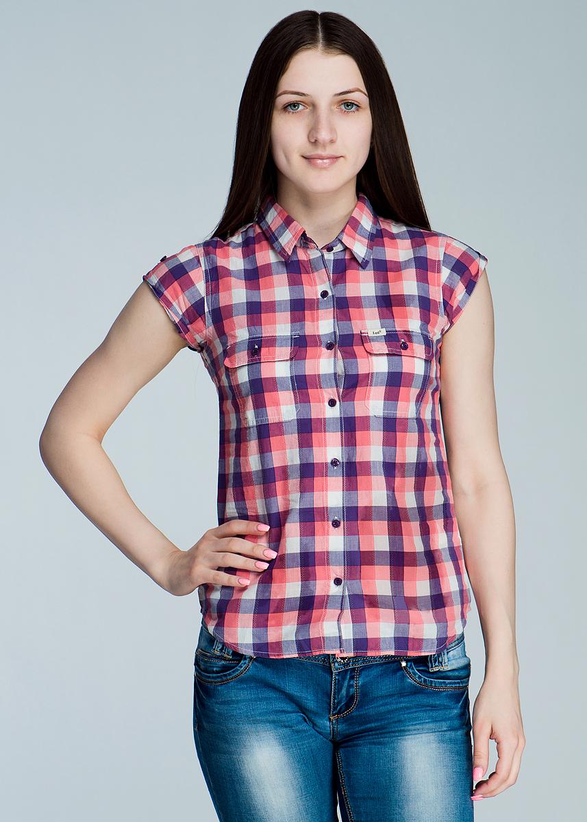 Рубашка женская. L425QE75L425QE75Стильная женская рубашка Lee, изготовленная из высококачественного материала, необычайно мягкая и приятная на ощупь, не сковывает движения и позволяет коже дышать, не раздражает даже самую нежную и чувствительную кожу, обеспечивая наибольший комфорт. Модная рубашка приталенного кроя с отложным воротником, полукруглым низом, застегивается на пуговицы. Модель дополнена на груди двумя накладными карманами с клапанами на пуговицах. Эта рубашка идеальный вариант для повседневного гардероба. Такая модель порадует настоящих ценителей комфорта и практичности!