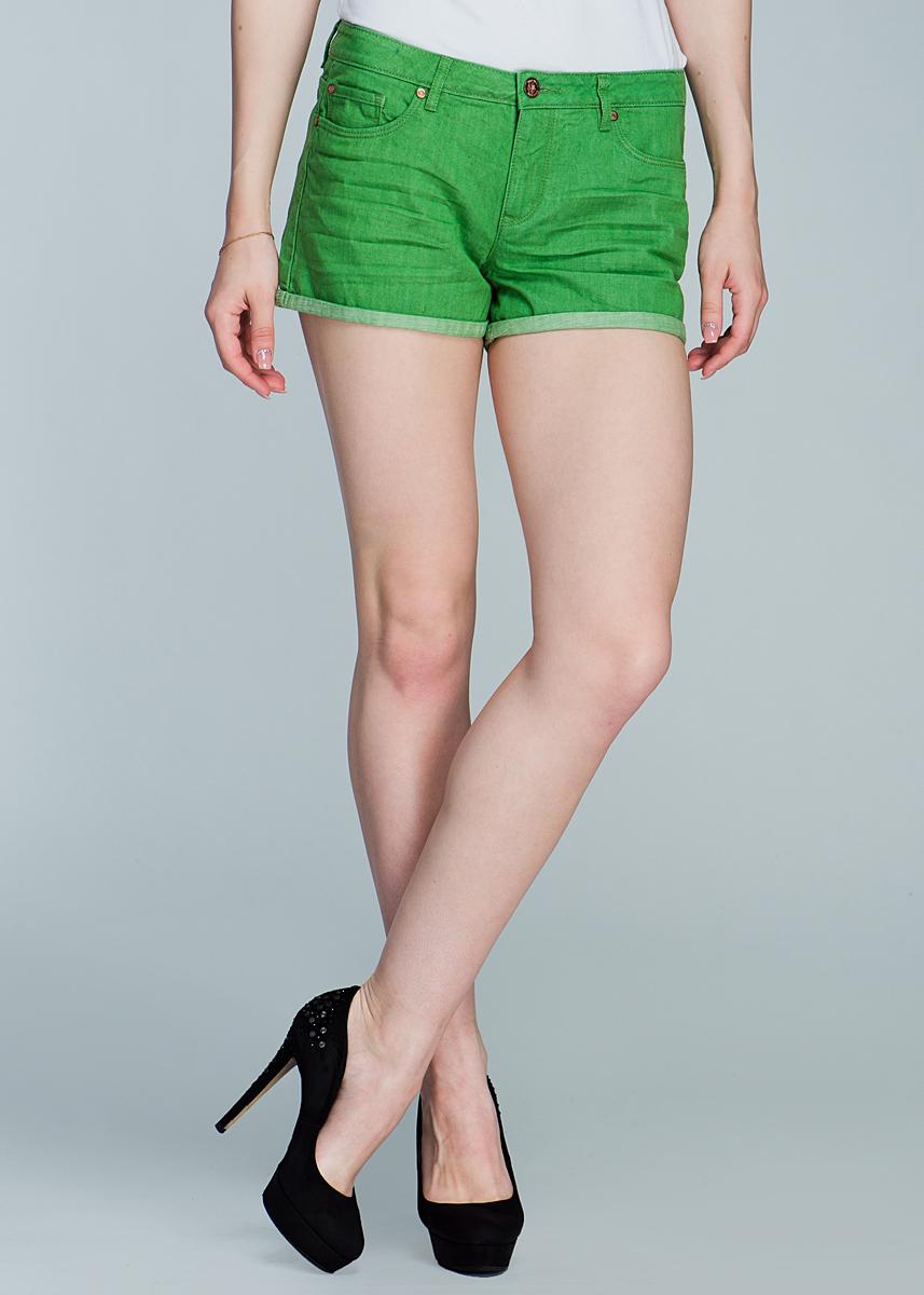 ШортыSH-315/005-424Модные джинсовые шорты с подворотами застегиваются на металлическую пуговицу и имеют ширинку на застежке-молнии и шлевки для ремня. Спереди шорты оформлены двумя прорезными карманами, а сзади - двумя нашивными. Шорты изготовлены из натурального хлопка, не сковывают движения и позволяют коже дышать, не раздражают даже самую нежную и чувствительную кожу, обеспечивая наибольший комфорт. Такие оригинальные шорты дополнят гардероб любой модницы, в них вы всегда будете в центре внимания!