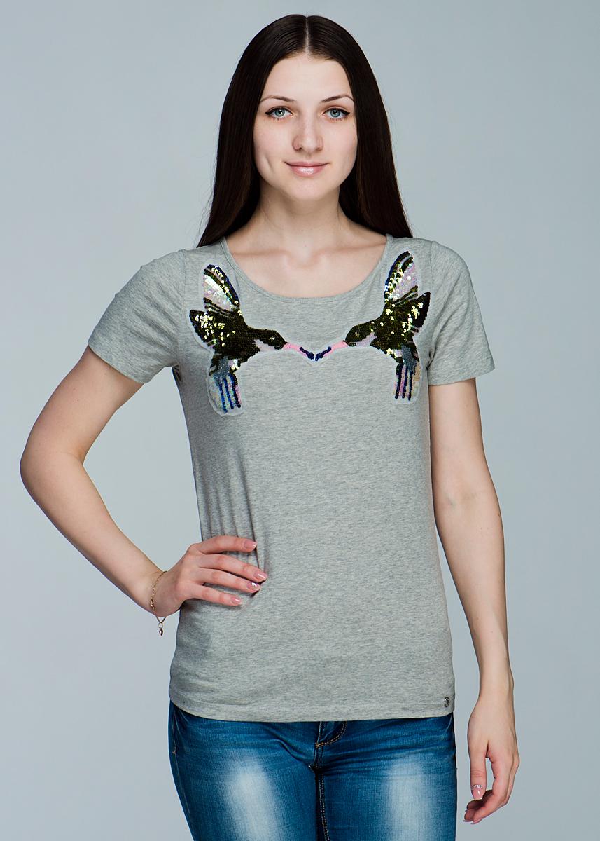 Футболка женская. 1110162311101623Симпатичная женская футболка Olsen, выполненная из высококачественного материала, обладает высокой теплопроводностью, воздухопроницаемостью, очень приятна к телу. Модель прямого кроя, с короткими рукавами, круглым вырезом горловины - идеальный вариант для создания образа в стиле Casual. Футболка оформлена оригинальными нашивками в виде птичек, украшенных пайетками. Лаконичный дизайн и совершенство стиля подчеркнут вашу индивидуальность.