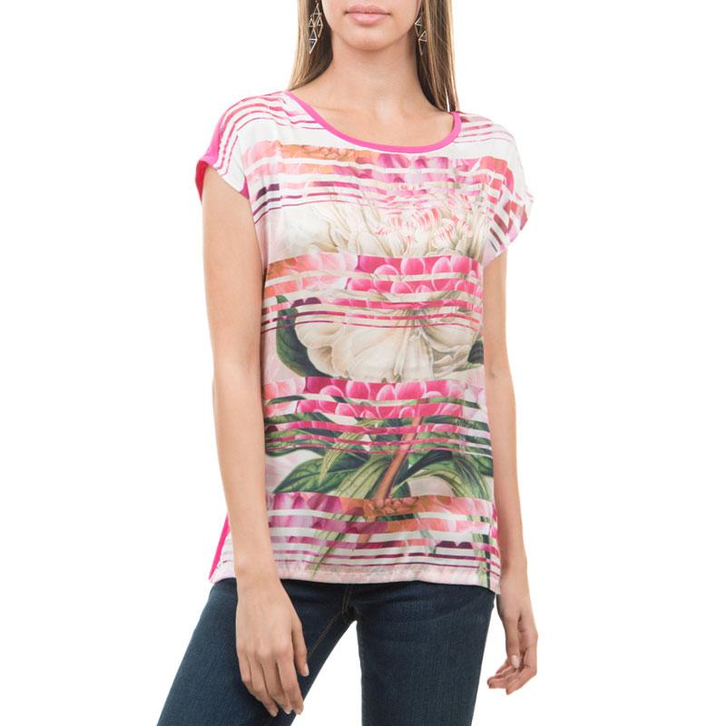 TKws-112/020-425Симпатичная женская футболка SELA, выполненная из высококачественного материала, - находка для современной женщины, желающей выглядеть стильно и модно. Модель свободного кроя, с круглым вырезом горловины и короткими рукавами оформлена цветочным принтом. Такая модель, несомненно, вам понравится и послужит отличным дополнением к вашему гардеробу.