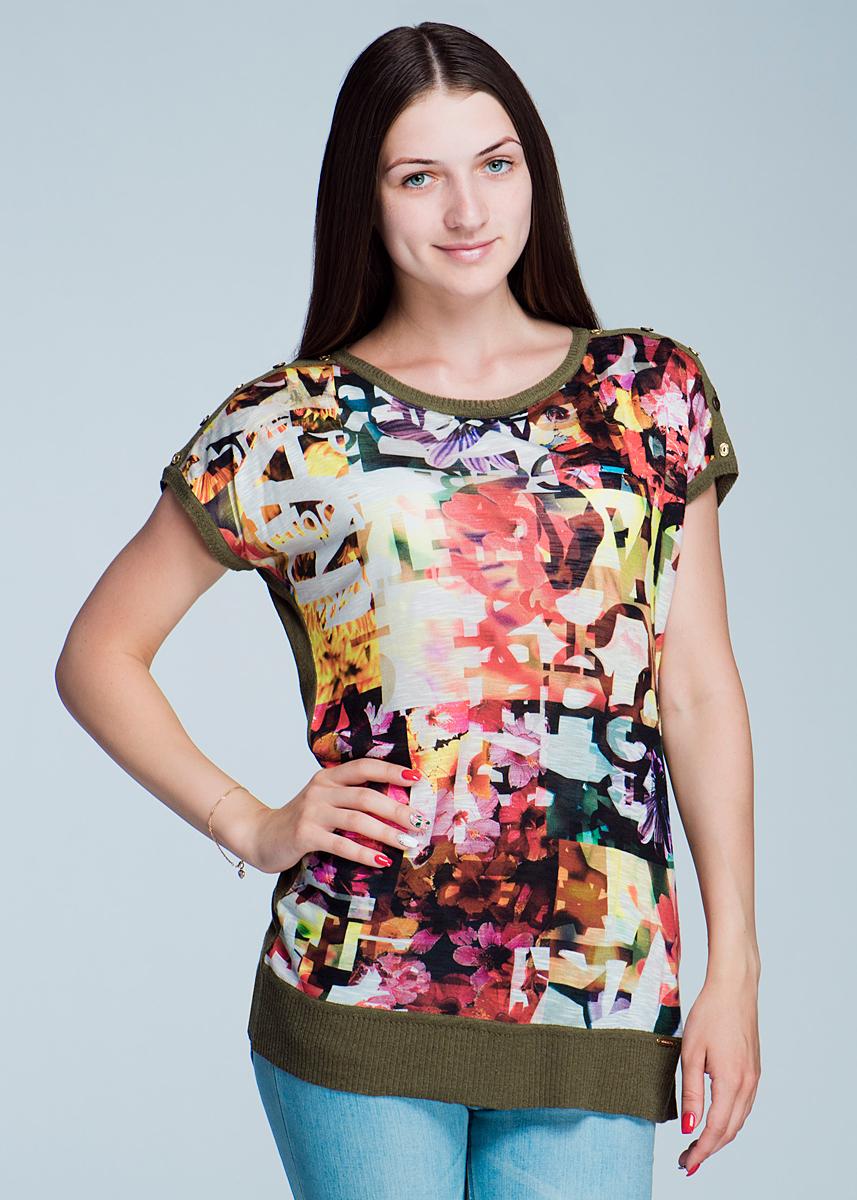 Футболка2462J35Великолепная женская футболка Viriato, изготовленная из ткани слождного состава - акрил, лен, нейлон. Он необычайно мягкая и приятная на ощупь. Футболка свободного кроя с короткими рукавами-кимоно и круглым вырезом горловины, спереди оформлена оригинальным принтом. По плечевому шву декоративные пуговицы. Эта футболка очень женственна и элегантна, дополнит любой ваш образ.