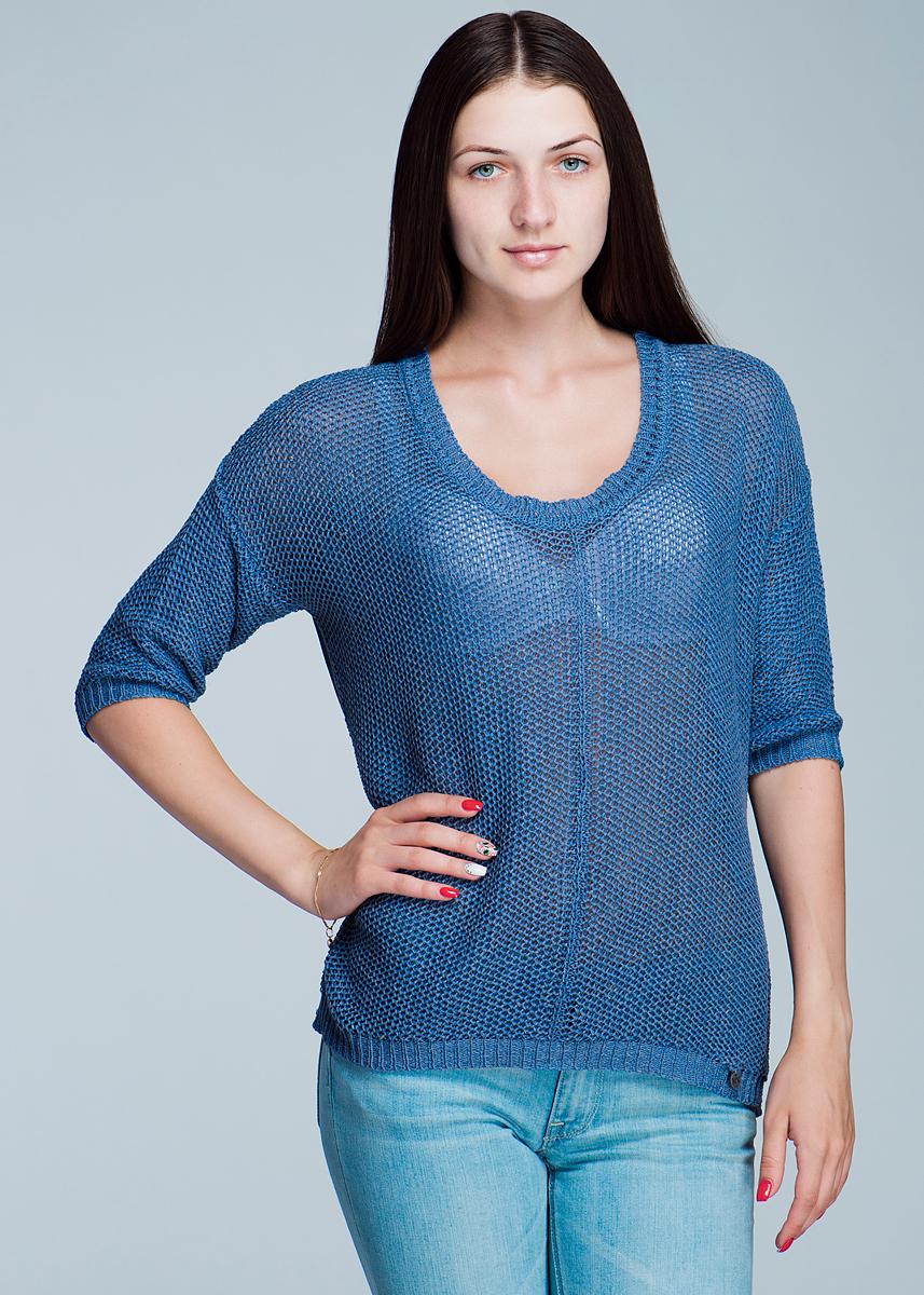 Свитер женский. 2575-9802575-980Стильный свитер Malvin приятный на ощупь и не сковывает движений. Модель свободного кроя с рукавами длиной до локтя и круглым вырезом горловины. Спинка удлинена и выполнена из атласной ткани. Горловина, манжеты и низ изделия отделаны трикотажной резинкой. Элегантный свитер - идеальный вариант для создания повседневного образа.