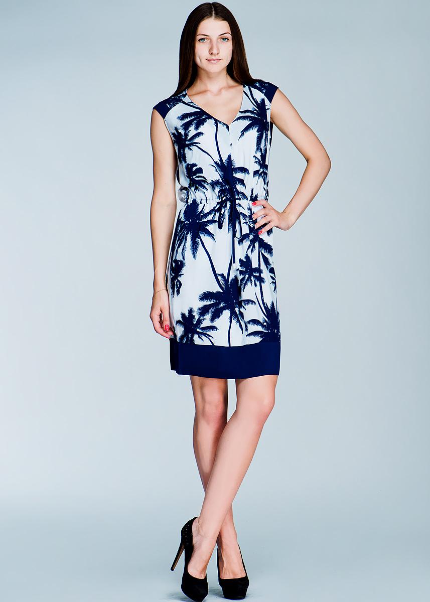 Платье. 1300119113001191Стильное платье Olsen, выполненное из натуральной вискозы, покорит своим лаконичным дизайном. Модель прямого кроя без рукавов и с V-образным вырезом горловины выгодно подчеркнет все достоинства вашей фигуры. Платье, оформленное принтом в виде пальм, на талии дополнено оригинальным текстильным пояском. Также в комплект входит легкая комбинация та тонких регулируемых бретелях. Это модное и в тоже время комфортное платье послужит отличным дополнением к вашему гардеробу. В нем вы всегда будете чувствовать себя уютно и комфортно.