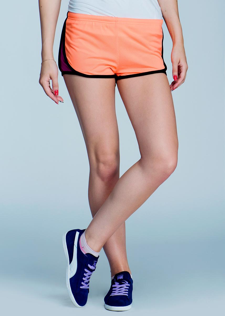 Шорты женские. SHk-115/046-424SHk-115/046-424Летние женские шорты SELA с вшитыми трусами, изготовленные из высококачественной ткани, предназначены для отдыха на пляже, купания, загорания и подвижных игр. На поясе они имеют эластичную резинку, регулируемую шнурком. Такие пляжные шорты - идеальный вариант для летнего отдыха, они будут дарить вам комфорт в течение всего дня и послужат замечательным дополнением к вашему гардеробу.