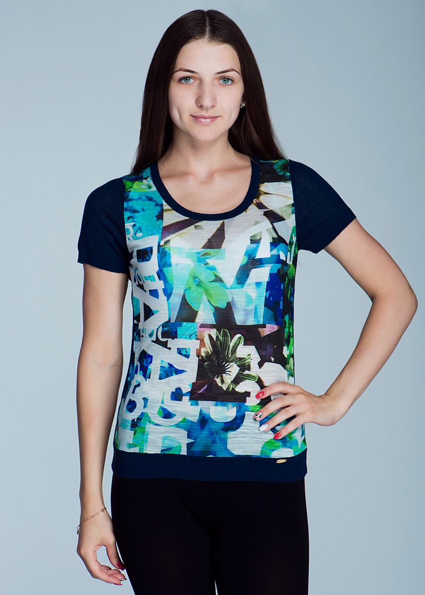 Футболка2462J21Великолепная женская футболка Viriato, изготовленная из легкой пряжи сложного состава, необычайно мягкая и приятная на ощупь, не сковывает движения, обеспечивая наибольший комфорт. Передняя планка выполнена из натуральной вискозы. Футболка свободного кроя с короткими рукавами и круглым вырезом горловины спереди оформлена цветочным принтом. Эта футболка очень женственна и элегантна, дополнит любой ваш образ.