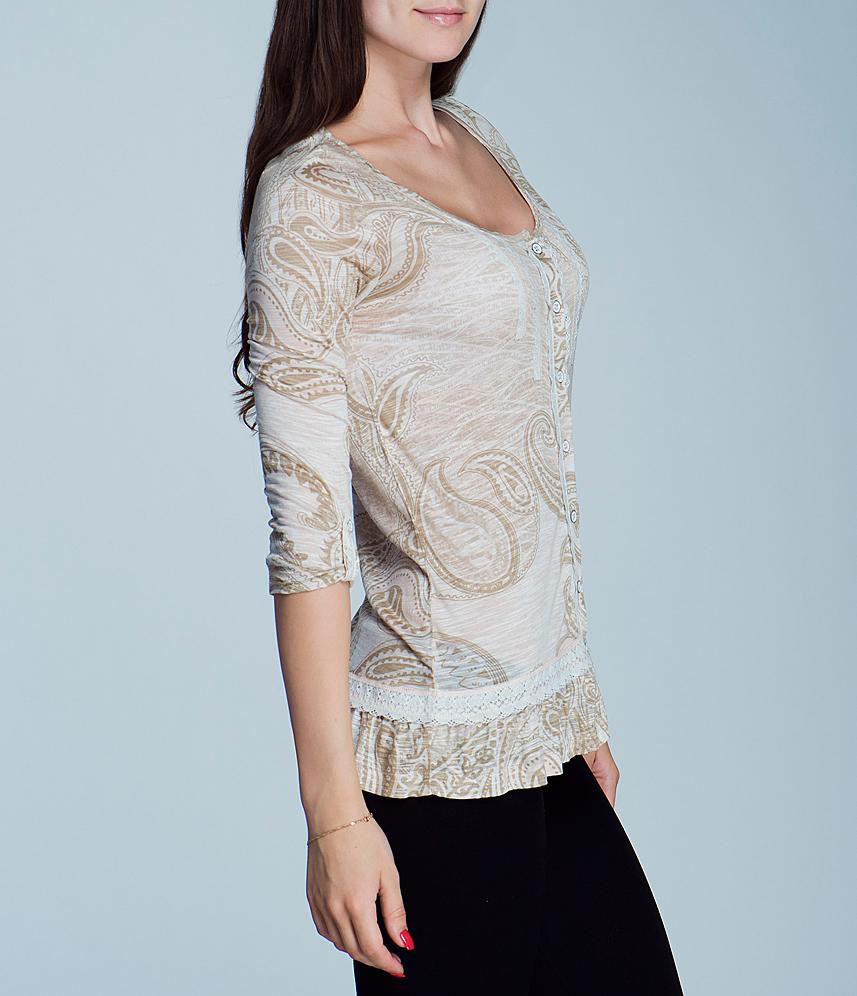 Блуза женская. 2464T222464T22Великолепная женская блуза Viriato, изготовленная из натуральной вискозы, необычайно мягкая и приятная на ощупь, не сковывает движения, обеспечивая наибольший комфорт. Блуза свободного кроя с рукавами 3/4 и круглым вырезом горловины застегивается на пуговицы. Модель, оформленная принтом «индийские огурцы», декорирована ажурными тесемками, а понизу дополнена широкой оборкой. Рукава можно присобрать и зафиксировать при помощи хлястика на пуговице. Эта блуза очень женственна и элегантна, дополнит любой ваш образ.