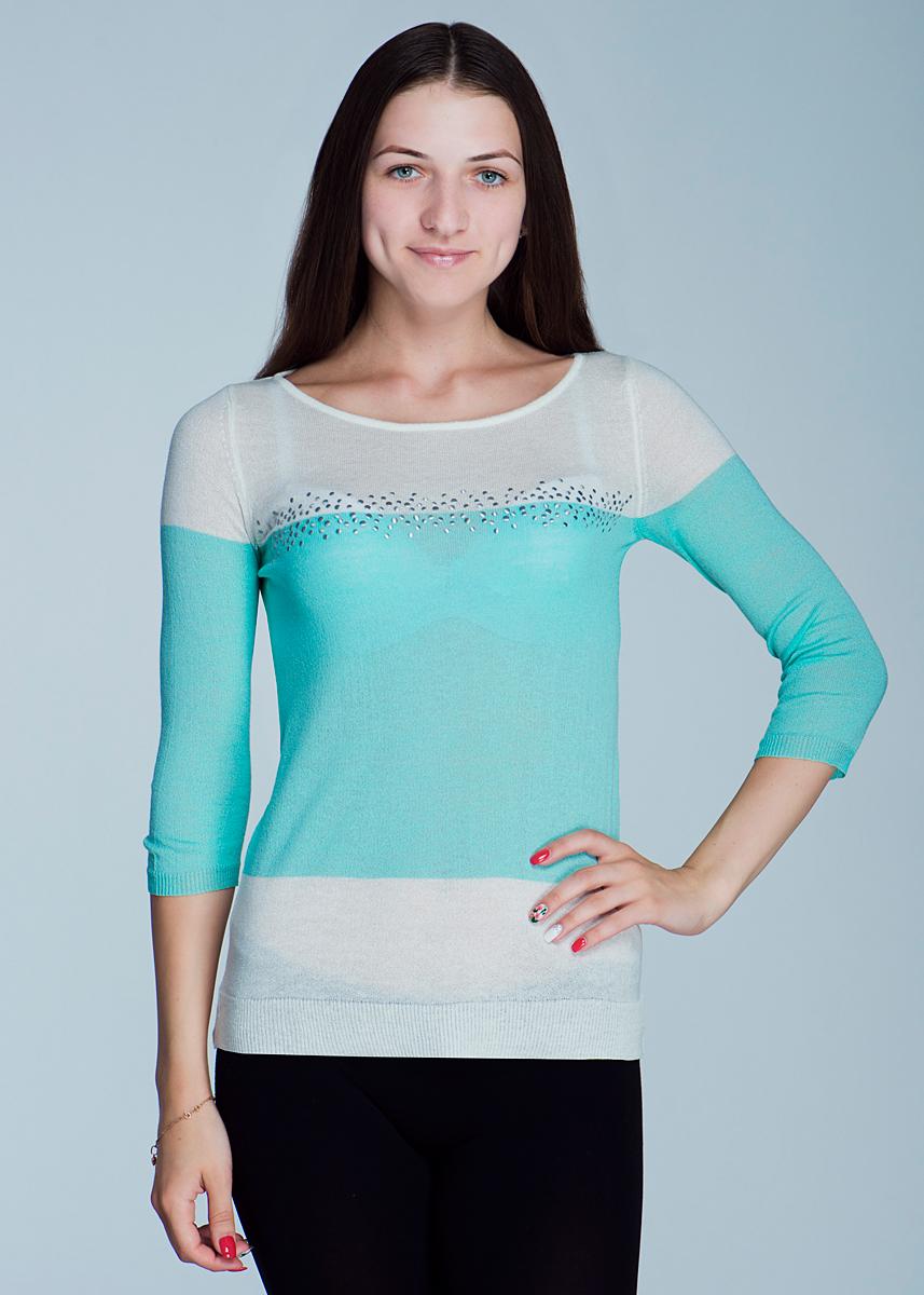 Пуловер женский. 2462J252462J25Стильный и легкий женский пуловер Viriato, изготовленный из пряжи с добавлением акрила и льна, мягкий и приятный на ощупь, не сковывает движения, обеспечивая наибольший комфорт. Пуловер свободного кроя с круглым вырезом горловины и рукавами 3/4 выполнен в двух цветах. На груди он оформлен аппликацией из металлических декоративных элементов. Манжеты рукавов и низ изделия связаны мелкой резинкой. Этот пуловер - практичная вещь, которая, несомненно, впишется в ваш гардероб, в нем вы будете чувствовать себя уютно и комфортно.