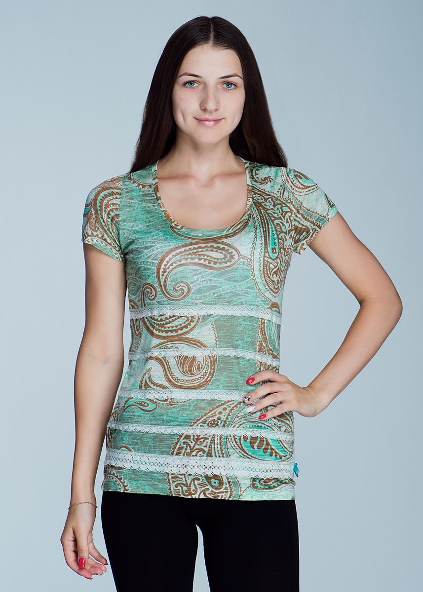 Футболка2464T27Великолепная женская футболка Viriato, изготовленная из натуральной вискозы, необычайно мягкая и приятная на ощупь, не сковывает движения, обеспечивая наибольший комфорт. Футболка свободного кроя с короткими рукавами и круглым вырезом горловины, оформленная принтом «индийские огурцы», спереди декорирована очаровательными ажурными рюшами. Эта футболка очень женственна и элегантна, дополнит любой ваш образ.