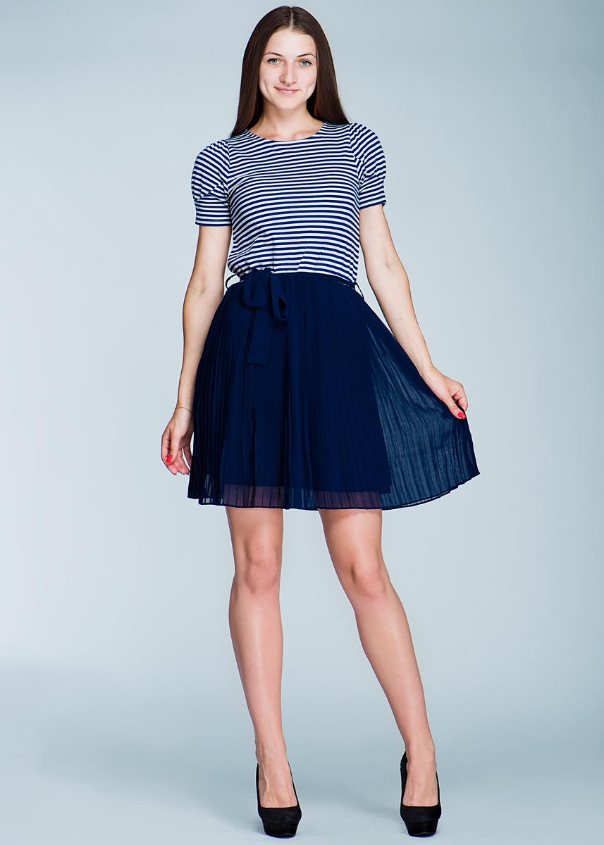 Платье132C7-1-1GОчаровательное платье Ginger+Soul, изготовленное из высококачественного материала, очень приятное на ощупь, не раздражает даже самую нежную и чувствительную кожу, обеспечивая наибольший комфорт. Модель с короткими рукавами и с круглым вырезом горловины, на талии подвязывается текстильным пояском. В таком наряде вы безусловно привлечете восхищенные взгляды окружающих.