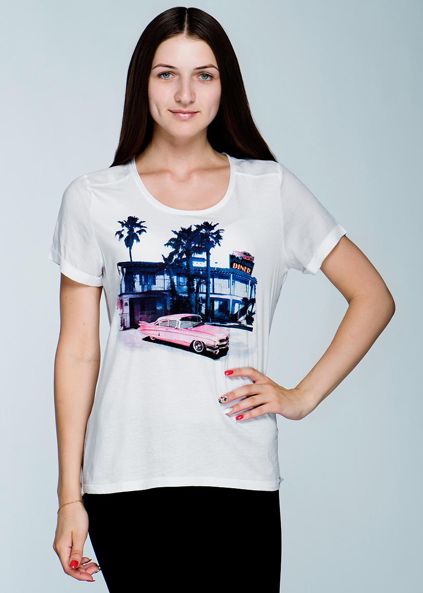 Футболка женская. 1110167511101675Стильная женская футболка Olsen, изготовленная из высококачественного материала, не сковывает движений и позволяет коже дышать, обеспечивая наибольший комфорт. Модель с удлиненной спинкой, короткими рукавами и круглым вырезом горловины на груди оформлена печатным принтом. Рукава и спика модели выполнены из легкой ткани, а передняя планка - из трикотажа. Эта модная футболка послужит отличным дополнением к вашему гардеробу, она станет главной составляющей вашего стиля. В ней вы всегда будете чувствовать себя уютно и комфортно.