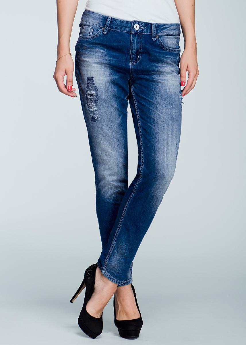 Джинсы женские. 6202095.62.716202095.62.71_1052Стильные женские джинсы-бойфренд TOM TAILOR - свободные джинсы с заниженной талией и паховой зоной, слегка заужены к низу и оформлены потертостями. Застегиваются джинсы на пуговицу в поясе и ширинку на застежке-молнии, имеются шлевки для ремня. Спереди модель оформлены двумя втачными карманами и одним небольшим секретным кармашком, а сзади - двумя накладными карманами. Эти модные и в тоже время комфортные джинсы послужат отличным дополнением к вашему гардеробу. В них вы всегда будете чувствовать себя уютно и комфортно.