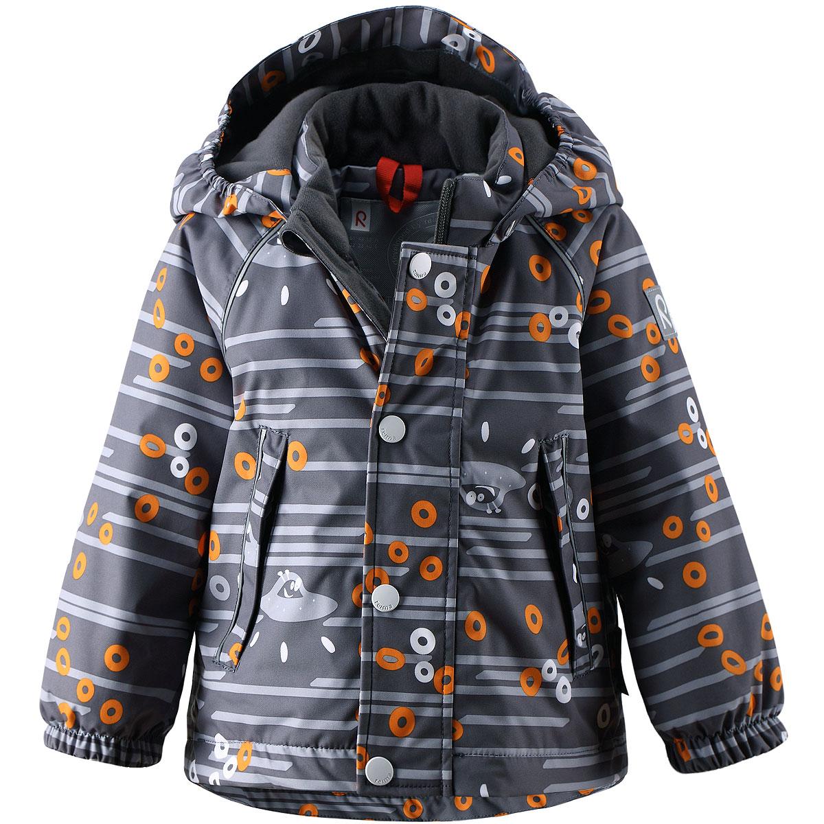 Куртка детская Divakar. 511142511142-8431Теплая детская куртка Reimatec Divakar идеально подойдет для ребенка в холодное время года. Куртка изготовлена из водоотталкивающей и ветрозащитной мембранной ткани с утеплителем из синтепона. Материал отличается высокой устойчивостью к трению, благодаря специальной обработке полиуретаном поверхность изделия отталкивает грязь и воду, что облегчает поддержание аккуратного вида одежды, дышащее покрытие с изнаночной части не раздражает даже самую нежную и чувствительную кожу ребенка, обеспечивая ему наибольший комфорт. Куртка с удлиненной спинкой и капюшоном застегивается на пластиковую застежку-молнию с защитой подбородка, благодаря чему ее легко надевать и снимать, и дополнительно имеет ветрозащитный клапан на кнопках. Капюшон, присборенный по бокам, защитит нежные щечки от ветра, он пристегивается к куртке при помощи кнопок. Края рукавов дополнены эластичными манжетами. Мягкая подкладка на воротнике, капюшоне и манжетах обеспечивает дополнительный комфорт....