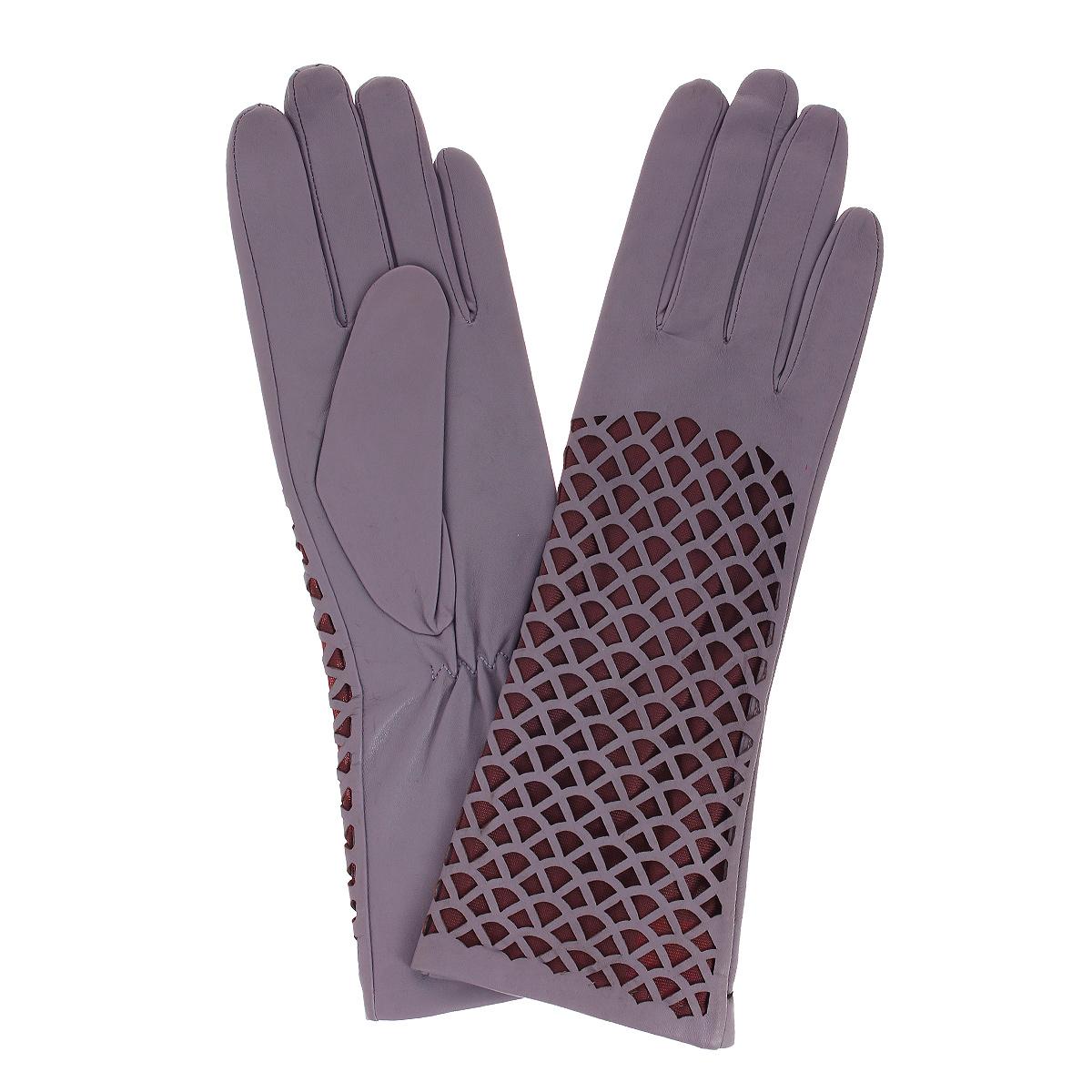 ПерчаткиПерчатки Женские K81-ZEY/PETAL (60)Стильные перчатки Michel Katana с шелковой подкладкой выполнены из мягкой и приятной на ощупь натуральной кожи ягненка. С лицевой стороны перчатки оформлены декоративной перфорацией. Перчатки станут достойным элементом вашего стиля и сохранят тепло ваших рук. Это не просто модный аксессуар, но и уникальный авторский стиль, наполненный духом севера Франции.