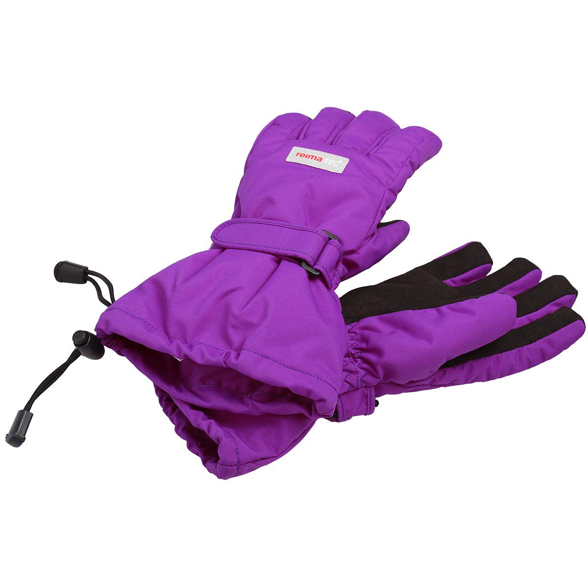 Перчатки детские Kiito. 527172527172_9990Детские перчатки Reimatec, изготовленные из мембранной ткани с водо- и ветрозащитным покрытием, станут идеальным вариантом для холодной зимней погоды. На подкладке используется мягкий флис, который хорошо удерживает тепло. Для большего удобства на запястьях перчатки дополнены хлястиками на липучках с внешней стороны, а на ладошках, кончиках пальцев и с внутренней стороны большого пальца - усиленными вставками Hipora. Манжеты по краю регулируются эластичными кулисками со стопперами. С внешней стороны перчатки оформлены светоотражающими нашивками в виде фирменного логотипа бренда. Средняя степень утепления. Идеально при температурах от 0°С до -20°С.