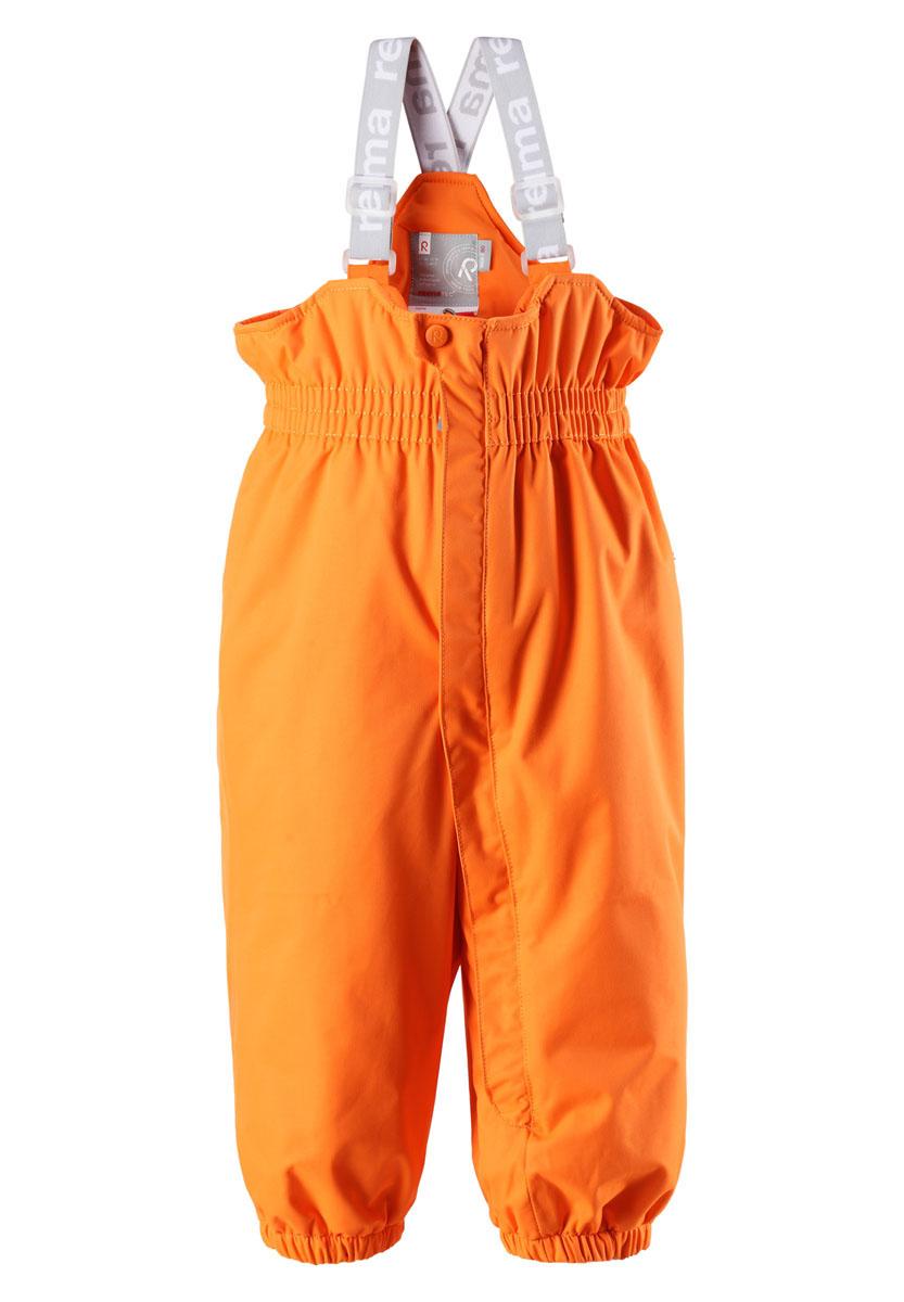 512050_9990Теплый детский полукомбинезон Reimatec Stockholm идеально подойдет для ребенка в холодное время года. Полукомбинезон изготовлен из водоотталкивающей и ветрозащитной мембранной ткани. Материал отличается высокой устойчивостью к трению, благодаря специальной обработке полиуретаном поверхность изделия отталкивает грязь и воду, что облегчает поддержание аккуратного вида одежды, дышащее покрытие с изнаночной части выводит лишнюю влагу и не раздражает даже самую нежную и чувствительную кожу ребенка, обеспечивая ему наибольший комфорт. Полукомбинезон с невысокой грудкой застегивается на длинную застежку-молнию от талии и до щиколотки и дополнительно имеет ветрозащитный клапан на кнопке и несъемные эластичные наплечные лямки, регулируемые по длине. На талии предусмотрена широкая эластичная резинка, которая позволяет надежно заправить в него водолазку или свитер. Брючины понизу собраны на эластичную резинку. Также снизу брючин предусмотрены силиконовые съемные штрипки, одевающиеся на...