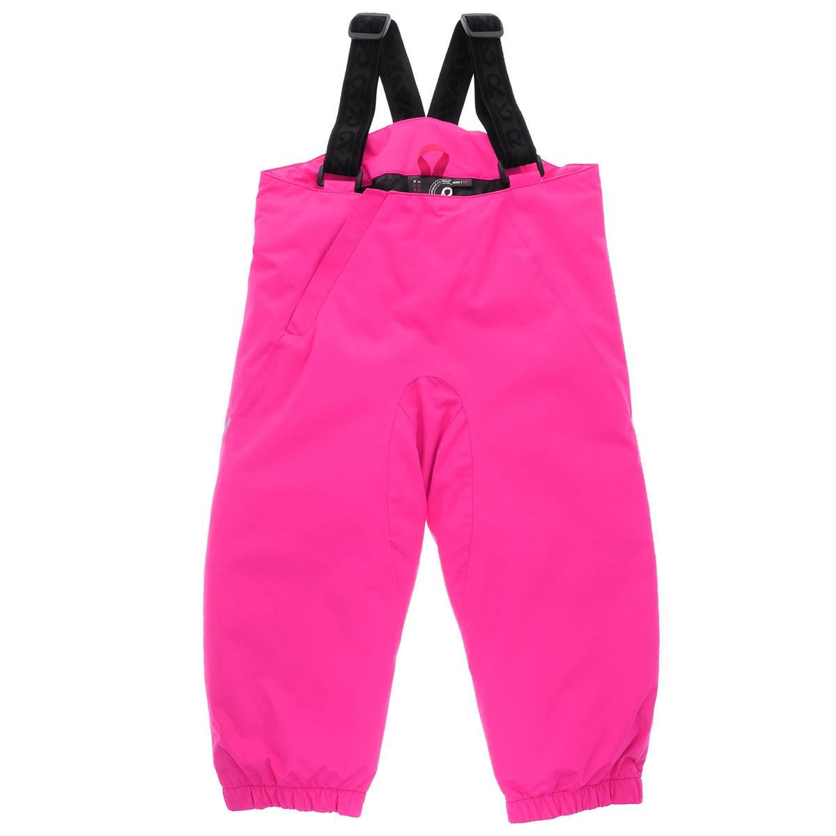 Брюки детские Reimatec+ Pilvi. 512052 - Reima512052_4620Теплые детские брюки Reimatec Pilvi идеально подойдут для ребенка в холодное время года. Брюки изготовлены из водоотталкивающей и ветрозащитной мембранной ткани с утеплителем из 100% полиэстера. Материал отличается высокой устойчивостью к трению, благодаря специальной обработке полиуретаном поверхность изделия отталкивает грязь и воду, что облегчает поддержание аккуратного вида одежды, дышащее покрытие с изнаночной части не раздражает даже самую нежную и чувствительную кожу ребенка, обеспечивая ему наибольший комфорт. Брюки застегиваются на ширинку на застежке-молнии и имеют несъемные эластичные наплечные лямки, регулируемые по длине. Сзади предусмотрена вшитая широкая эластичная резинка, которая позволяет надежно заправить в брюки водолазку или свитер. В области ягодиц предусмотрено дополнительное утепление в виде вставки из искусственного меха. Снизу брючин предусмотрены неширокие эластичные резинки и съемные прорезиненные штрипки, одевающиеся на ступню и не дающие...