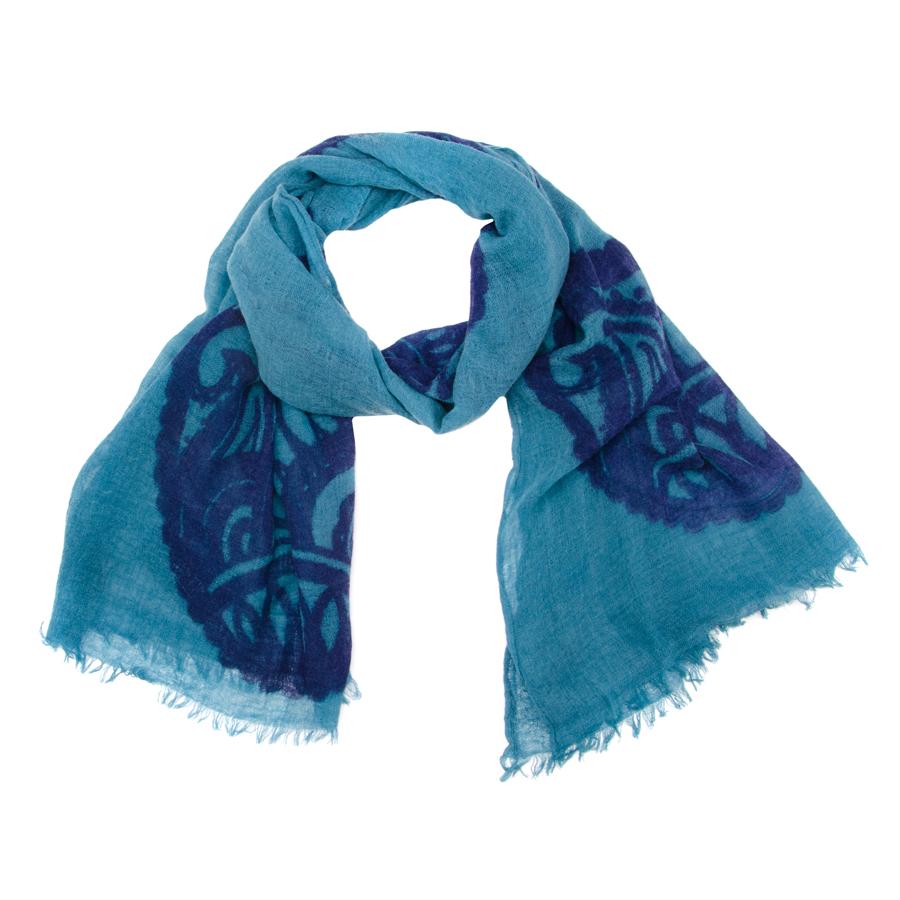 35003-07BЭлегантный палантин, выполненный из шерсти, станет изысканным, нарядным аксессуаром, который призван подчеркнуть индивидуальность и очарование женщины. Палантин оформлен необычным узором, по краю декорирован кистями. Вы можете носить этот аксессуар как объемный шарф, чтобы оживить повседневный офисный образ, или комбинировать его с вечерним платьем.