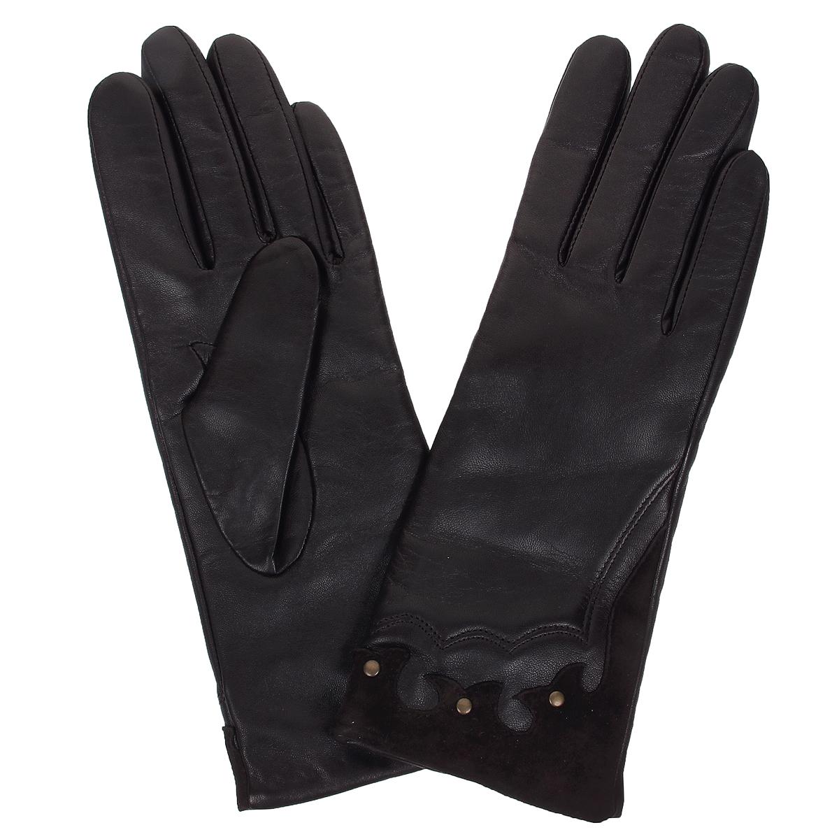 Перчатки женские. W7107W7107/23Стильные женские перчатки Baggini не только защитят ваши руки от холода, но и станут великолепным украшением. Перчатки выполнены из чрезвычайно мягкой и приятной на ощупь натуральной кожи на шерстяной подкладке. Лицевая сторона перчаток дополнена вставками из замши и украшена металлическими клепками. В настоящее время перчатки являются неотъемлемой принадлежностью одежды, вместе с этим аксессуаром вы обретаете женственность и элегантность. Перчатки станут завершающим и подчеркивающим элементом вашего стиля и неповторимости.