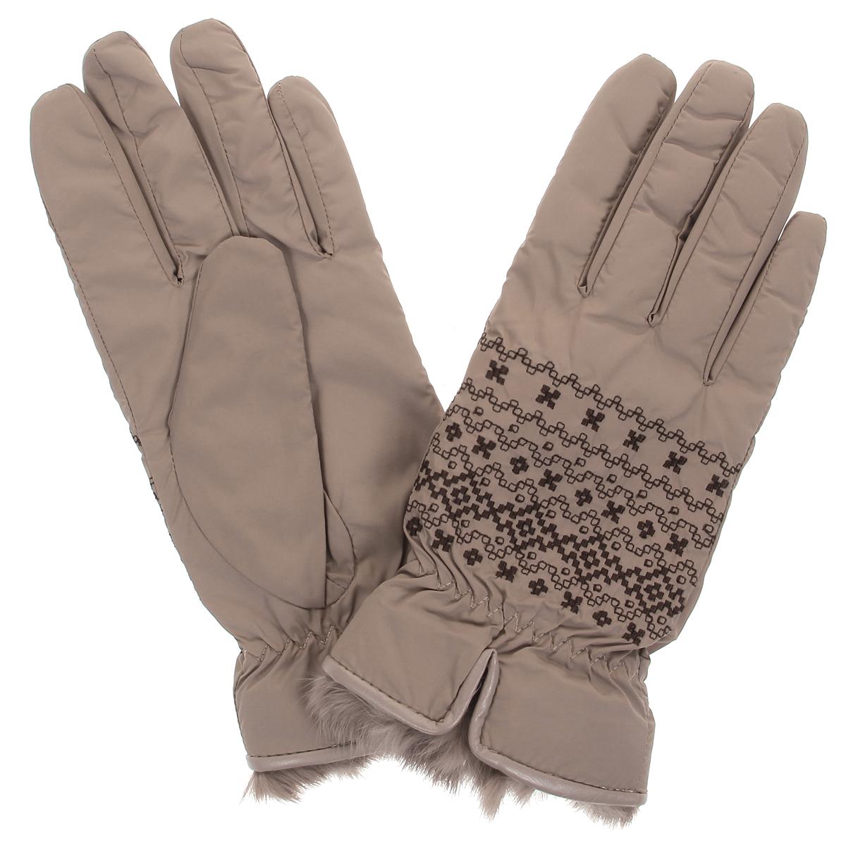 Перчатки женские. 95006-1295006-12BСтильные женские перчатки Moltini не только защитят ваши руки от холода, но и станут великолепным украшением. Верх модели выполнен из нейлона, подкладка - из мягкого текстильного материала, который хорошо сохраняет тепло. В области запястья модель присборена на резинку, что обеспечивает плотную посадку по руке. На лицевой стороне имеется небольшой разрез. Декорировано изделие мехом кролика и кантом из искусственной кожи, на лицевой стороне перчатки украшены вышитым орнаментом. Перчатки станут завершающим и подчеркивающим элементом вашего неповторимого стиля и индивидуальности.