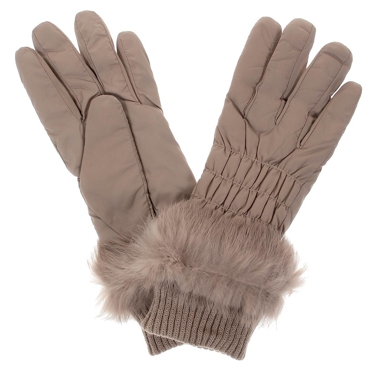 Перчатки95011-12BСтильные женские перчатки Moltini не только защитят ваши руки от холода, но и станут великолепным украшением. Верх модели выполнен из нейлона, подкладка - из мягкого искусственного меха, который хорошо сохраняет тепло. На лицевой стороне модель присборена на тонкие резинки, что обеспечивает плотную посадку по руке. Перчатки дополнены вязаными манжетами. Декорировано изделие мехом кролика. Перчатки станут завершающим и подчеркивающим элементом вашего неповторимого стиля и индивидуальности.