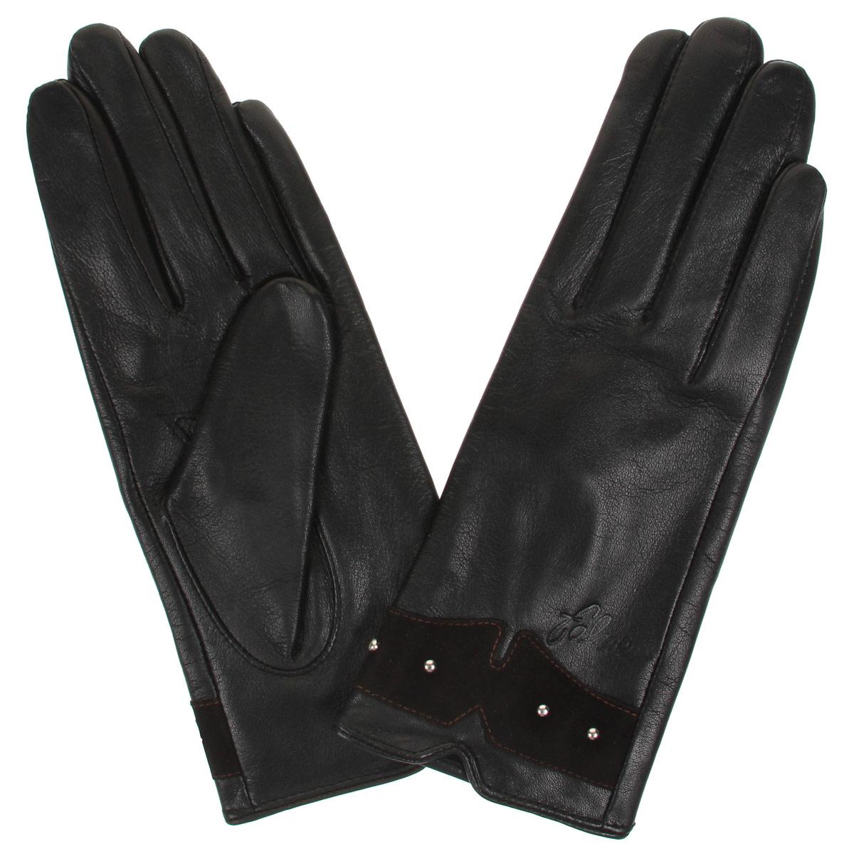 Перчатки женские. L-19L-19Стильные женские перчатки Falner заинтригуют любого мужчину и заставят завидовать любую женщину. Они не только защитят ваши руки от холода, но и станут великолепным украшением. Модель изготовлена из мягкой натуральной кожи с флисовой подкладкой. На лицевой стороне изделие оформлено замшевой вставкой с декоративными металлическими клепками и тиснением в виде названия бренда. На тыльной стороне имеется небольшой разрез. Перчатки являются неотъемлемой принадлежностью одежды, вместе с этим аксессуаром вы обретаете женственность и элегантность. Они станут завершающим и подчеркивающим элементом вашего неповторимого стиля и индивидуальности.