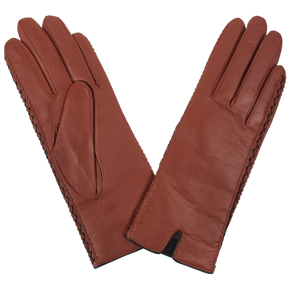 Перчатки женские. W5535W5535/25Стильные женские перчатки Baggini с подкладкой из 100% шерсти выполнены из мягкой и приятной на ощупь натуральной кожи. По бокам перчатки оформлены декоративной прострочкой. С лицевой стороны манжеты дополнены небольшими разрезами. Такие перчатки подчеркнут ваш стиль и неповторимость и придадут всему образу нотки женственности и элегантности.