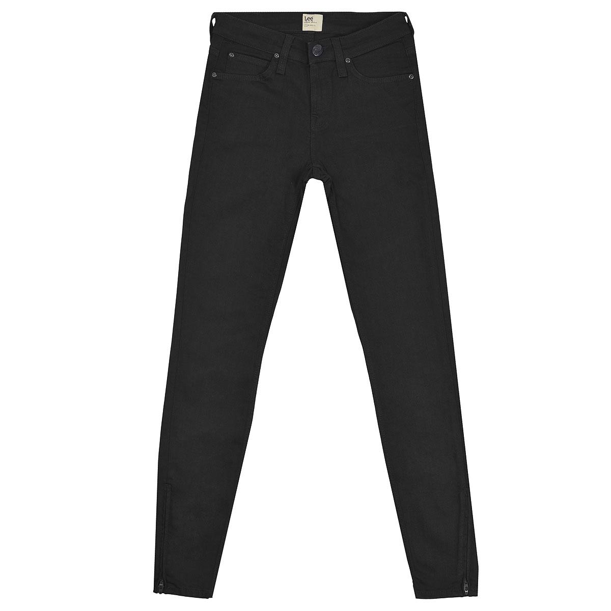 Джинсы женские Scarlett Zip. L30HL30HJY47Стильные женские джинсы Lee Scarlett Zip - джинсы высочайшего качества, которые прекрасно сидят. Джинсы Lee созданы специально для того, чтобы подчеркивать достоинства вашей фигуры. Узкая по ноге модель и зауженный к низу крой, джинсы средней посадки - отличный выбор для создания динамичного городского образа. Застегиваются джинсы на пуговицу и ширинку на застежке-молнии, имеются шлевки для ремня. Спереди модель оформлены двумя втачными карманами и одним небольшим секретным кармашком, а сзади - двумя накладными карманами. В нижней части брючины в боковом шве предусмотрены втачные молнии. Эти модные и в тоже время комфортные джинсы послужат отличным дополнением к вашему гардеробу. В них вы всегда будете чувствовать себя уютно и комфортно.