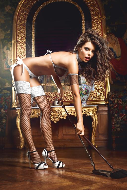 Чулки фантазийные Five Star French Maid. BL1345BL1345Высокие чулки Five Star French Maid в крупную сетку с широкими кружевными резинками - идеальное дополнение к костюму сногсшибательной официантки. Сочетание контрастных цветов, смесь недоступности и дремлющей страсти. Яркий образ, который придаст вам некую таинственность, будучи довольно откровенным.