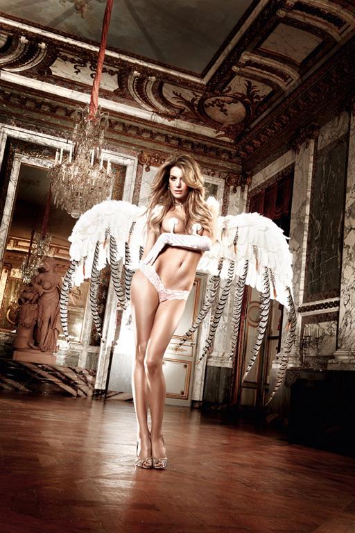 Трусы-танга женские Back in Heaven. BL861BL861Трусики-танга Back in Heaven от Baci Lingerie из тонкого кружева с соблазнительным орнаментом - это нежный комплимент вашей женственности. Изысканная модель позволит подчеркнуть ваши романтичные и заманчивые черты.
