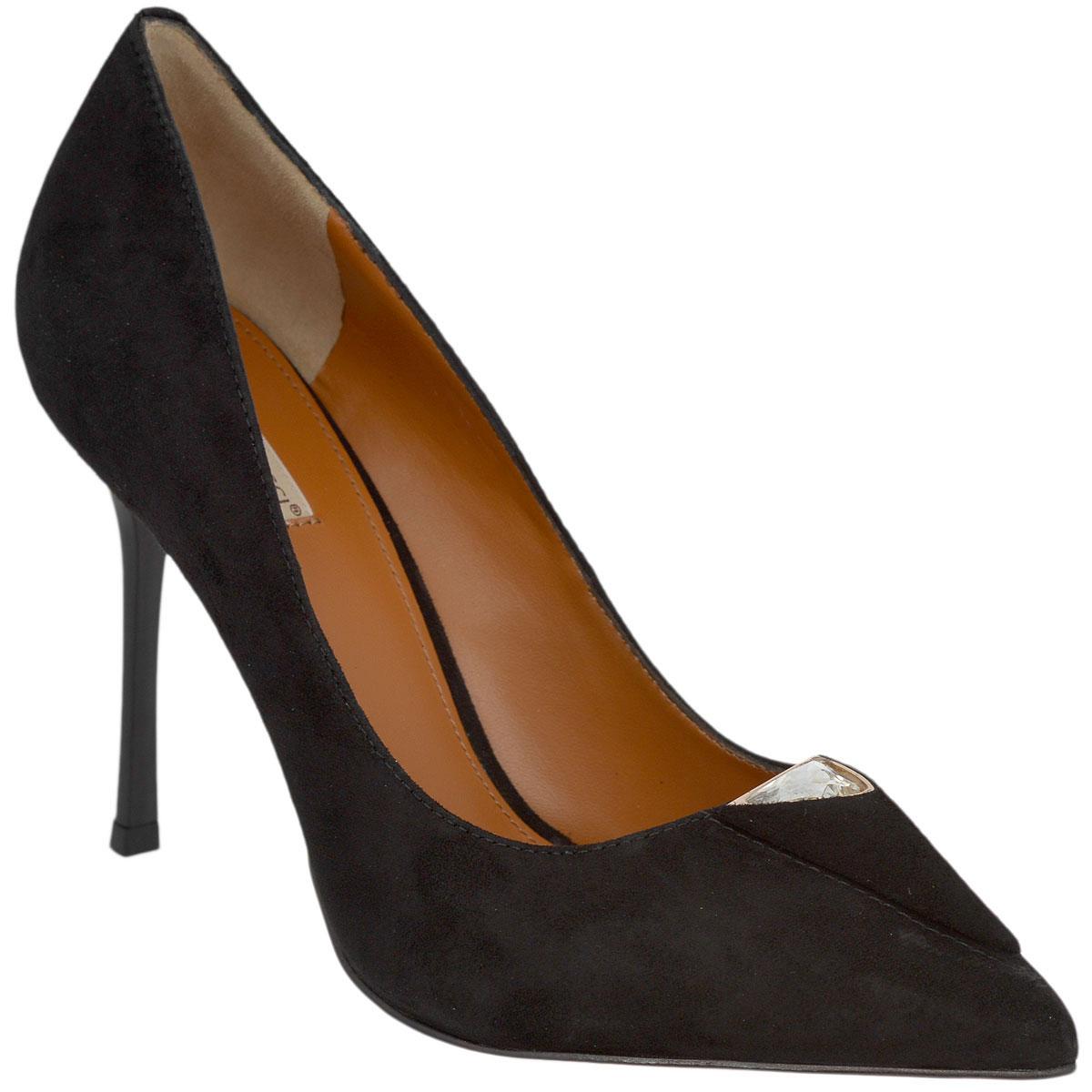 Туфли женские. 5969459694Стильные женские туфли Vitacci займут достойное место в вашем гардеробе. Модель выполнена из высококачественной натуральной замши. Мыс туфель оформлен декоративным треугольным элементом из замши, инкрустированным крупным стразом в металлической оправе. Зауженный носок добавит женственности в ваш образ. Стелька из натуральной кожи позволит ногам дышать. Высокий каблук-шпилька компенсирован скрытой платформой. Подошва с рифлением обеспечит отличное сцепление с любой поверхностью. Изысканные туфли добавят шика в модный образ и подчеркнут ваш безупречный вкус.