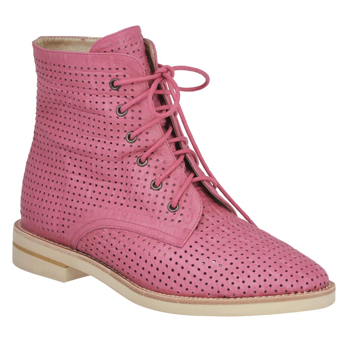 Ботинки женские. 424342434Ультрамодные женские ботинки Vitacci покорят вас с первого взгляда. Модель изготовлена из высококачественной натуральной кожи и оформлена перфорацией для лучшей воздухопроницаемости, крупной прострочкой по ранту. Ботинки застегиваются при помощи застежки-молнии, расположенной сбоку. Прочная шнуровка надежно фиксирует модель на ноге. Подкладка выполнена из натуральной кожи и спилока. Стелька из натуральной кожи обеспечивает комфорт при ходьбе. Верх каблука и подошвы - из полиуретана, низ - из вспененного полимера EVA. Яркие ботинки добавят изюминки в ваш модный образ.