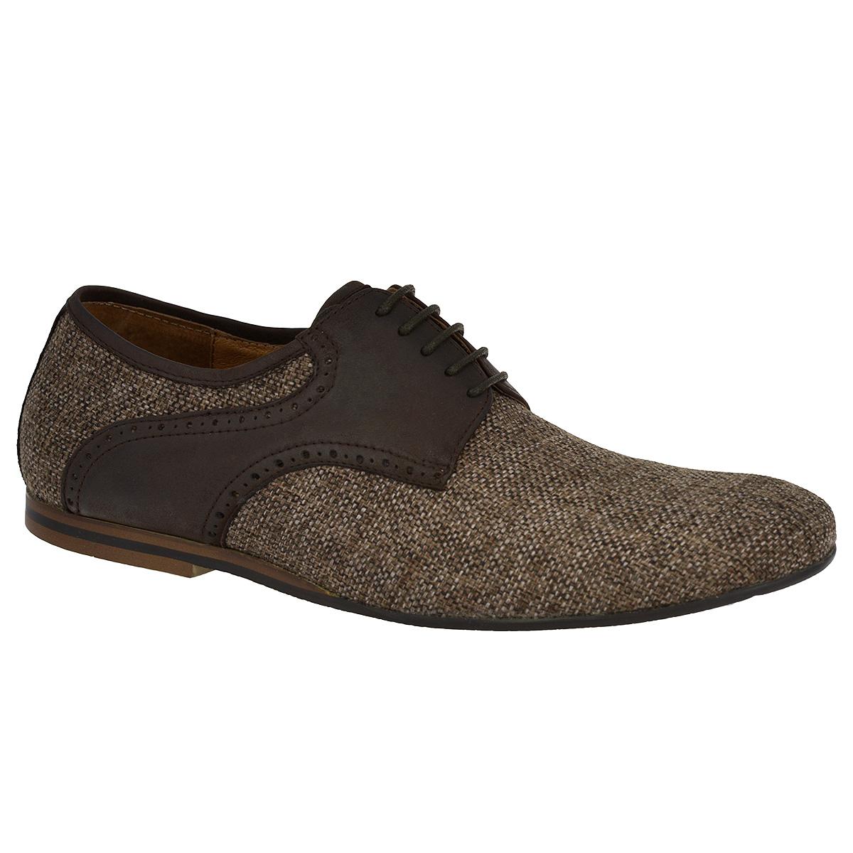 Туфли мужские. M4034M4034Стильные мужские туфли Vitacci внесут элегантные нотки в модный образ. Модель изготовлена из плотного текстиля, оформленного декоративным плетением, и украшена вставками из натуральной кожи с перфорацией, задним ремнем. Шнуровка прочно зафиксирует модель на вашей ноге. Стелька из натуральной кожи позволит ногам дышать. Невысокий каблук и подошва, выполненные из полиуретана, стилизованы под дерево. Изысканные туфли не оставят равнодушным ни одного мужчину.