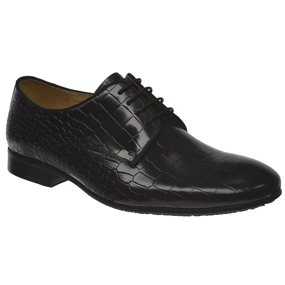 M171083Ультрамодные мужские туфли Vitacci займут достойное место в вашем гардеробе. Модель изготовлена из натуральной высококачественной кожи и декорирована тиснением под змеиную кожу, задним ремнем. Верх туфель по канту оформлен тонкой текстильной полоской. Шнуровка идеально зафиксирует модель на вашей ноге. Стелька из натуральной кожи дополнена нашивкой с названием бренда. Каблук и подошва с рифлением обеспечат идеальное сцепление с любой поверхностью. Оригинальные туфли внесут изюминку в ваш модный образ.
