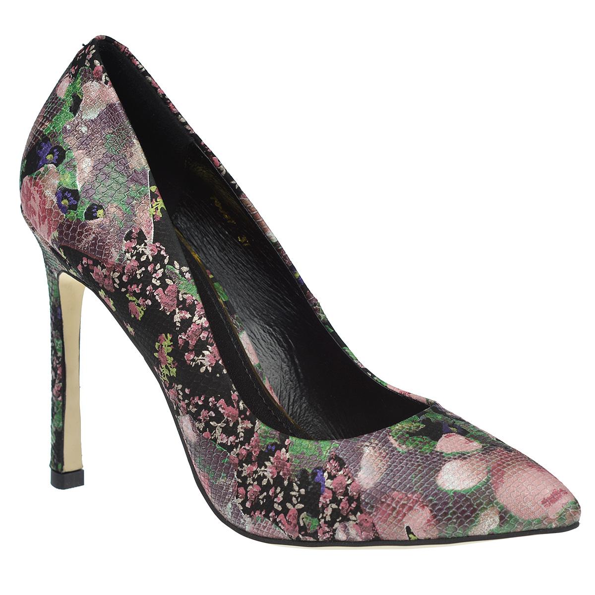 Туфли женские. 7009770097Эффектные женские туфли Vitacci не оставят вас незамеченной. Модель изготовлена из высококачественной натуральной кожи и декорирована оригинальным цветочным узором. Поверхность туфель стилизована под чешую рептилии. Зауженный носок добавит женственности в ваш образ. Стелька из натуральной кожи позволит ногам дышать. Стильные туфли подчеркнут вашу яркую индивидуальность, позволят выделиться среди окружающих.