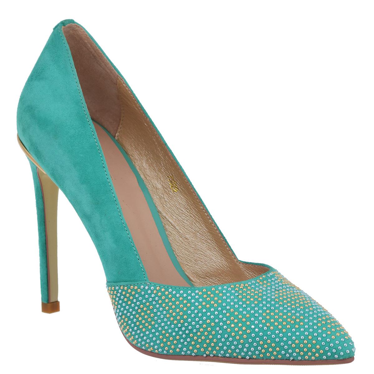 73029Ультрамодные женские туфли Vitacci займут достойное место среди вашей коллекции обуви. Модель изготовлена из высококачественной натуральной замши. Мыс туфель оформлен множеством мелких металлических бусин, задник - металлическим украшением оригинальной формы с логотипом бренда. Зауженный носок добавит женственности в ваш образ. Стелька из натуральной кожи позволяет ногам дышать. Ультравысокий каблук-шпилька компенсирован скрытой платформой. Подошва с рифлением обеспечивает отличное сцепление с любой поверхностью. Изысканные туфли добавят шика в модный образ и подчеркнут ваш безупречный вкус.