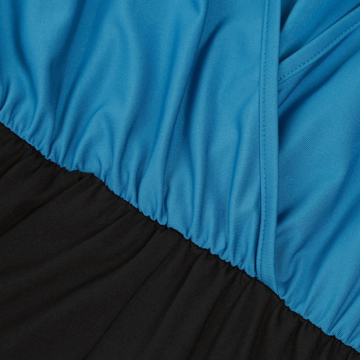 Платье. 70287028Шикарное платье Mondigo макси-длины выполнено из высококачественного материала - микрофибры с небольшим добавлением эластана, приятного на ощупь. Модель приталенного силуэта с круглым вырезом горловины. Верхняя часть платья выполнена в виде летучей мыши со свободными длинными рукавами. На спинке - глубокий V-образный вырез с эффектом запаха. На талии предусмотрена сборка на резинку, а также дополнительно подчеркнуть талию поможет эластичный пояс. Стильное платье - прекрасный вариант для создания вечернего образа.