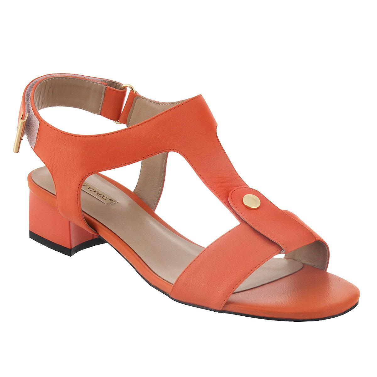 501374Стильные босоножки Vitacci займут достойное место среди вашей коллекции обуви. Изделие изготовлено из натуральной кожи и исполнено в лаконичном стиле. Фиксирующие ремешки надежно закрепят модель на вашей ноге. Ремешок, расположенный на подъеме, дополнен небольшой металлической пластиной круглой формы. Ремешок с застежкой-липучкой оформлен на конце металлической вставкой. Стелька из натуральной кожи позволяет ногам дышать. Умеренной высоты каблук устойчив. Подошва с рифлением обеспечивает идеальное сцепление с любой поверхностью. Модные босоножки прекрасно дополнят ваш образ.
