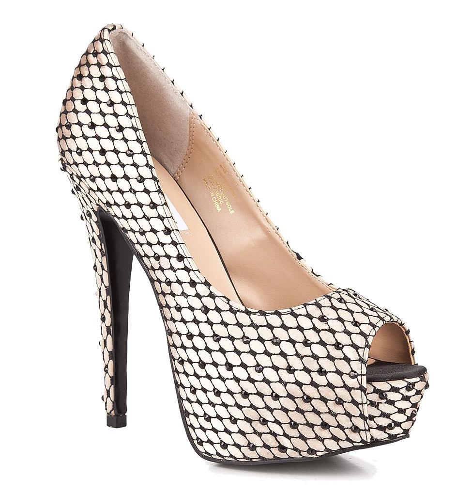 REDCARPTСоблазнительные туфли от Steve Madden подчеркнут красоту ваших ног! Модель выполнена из высококачественного текстиля и декорирована сетчатой вышивкой, оформленной сверкающими стразами. Открытый нос смотрится изысканно. Стелька из искусственной кожи, дополненная нашивкой с названием бренда, обеспечивает комфорт при ходьбе. Экстремально высокий каблук компенсирован скрытой платформой. Подошва дополнена текстильной вставкой. Изысканные туфли добавят шика в ваш модный образ.