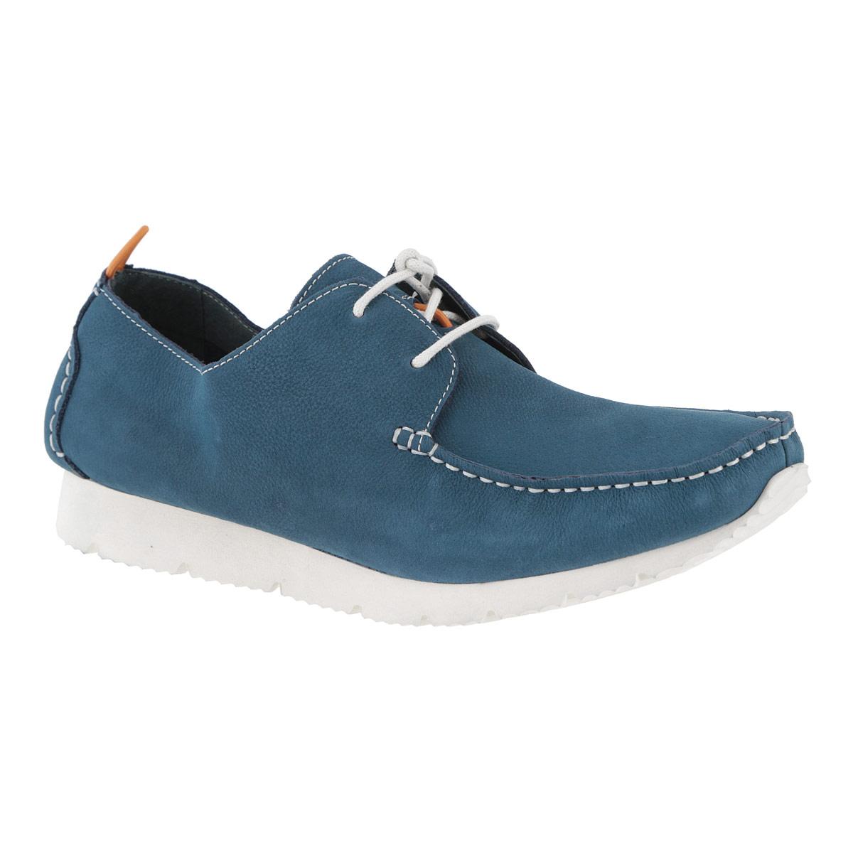 Мокасины мужские. M1353M13537Модные мужские мокасины Vitacci займут достойное место среди вашей коллекции обуви. Модель изготовлена из натурального нубука и оформлена декоративным внешним швом на мысе, накладками на заднике. Мокасины также декорированы крупной прострочкой. Шнуровка прочно зафиксирует модель на вашей ноге. Подкладка и стелька, выполненные из мягкой натуральной кожи, обеспечивают максимальный комфорт при ходьбе. Мокасины оснащены на язычке фиксатором шнурков, на заднике - небольшой петелькой для надевания обуви. Толстая рифленая подошва из вспененного полимера EVA не скользит. Удобные мокасины отлично подойдут для прогулок или дальних поездок.