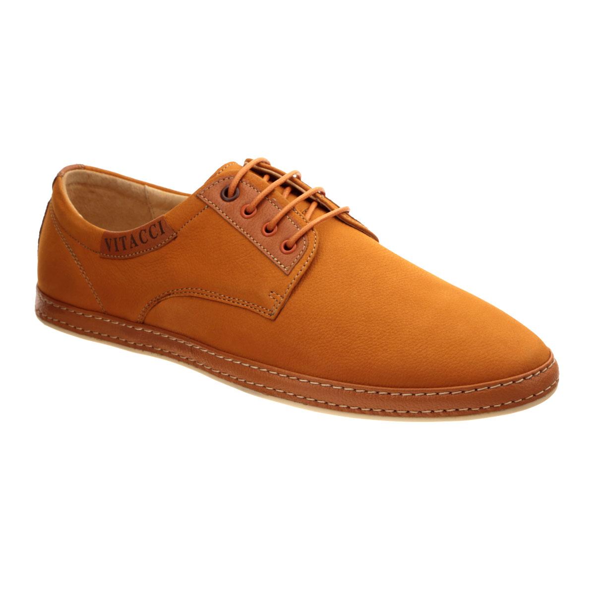 Туфли мужские. M15028**M15028**Стильные мужские туфли Vitacci покорят вас своим удобством. Модель выполнена из натурального нубука и декорирована двойной прострочкой вдоль ранта, задним наружным ремнем. Боковая сторона оформлена нашивкой с надписью в виде названия бренда. Шнуровка прочно зафиксирует модель на вашей ноге. Съемная стелька из материала EVA с внешней поверхностью из натуральной кожи гарантирует комфорт при движении. Подошва с противоскользящим рифлением обеспечивает идеальное сцепление с поверхностью. Модные туфли прекрасно дополнят образ в стиле casual.