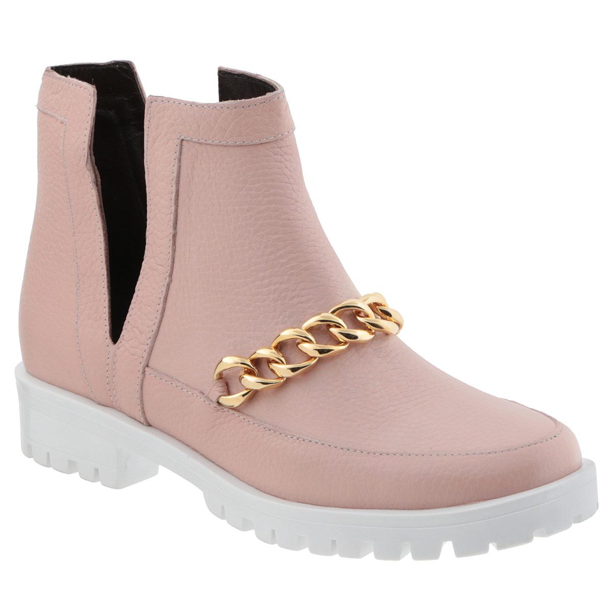 D15KB-0226Оригинальные женские ботинки от Grand Style поразят вас своим дизайном! Модель выполнена из натуральной высококачественной кожи. Подъем оформлен крупной декоративной цепью. Боковые стороны дополнены глубокими V-образными вырезами. Отсутствие застежек компенсировано шириной голенища. Невероятно мягкая стелька из текстиля обеспечивает максимальный комфорт при движении. Каблук и подошва с рифленым протектором не скользят. Эффектные ботинки помогут вам создать яркий, запоминающийся образ и выделиться среди окружающих.