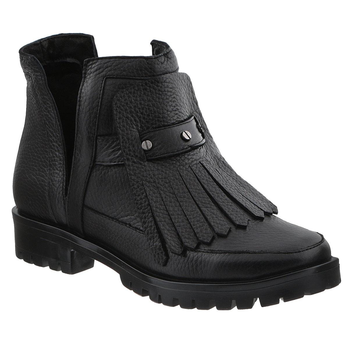 D15KB-0227Оригинальные женские ботинки от Grand Style поразят вас своим дизайном! Модель выполнена из натуральной высококачественной кожи. Подъем оформлен декоративным ремнем с металлическими заклепками, стилизованными под шурупы, и кожаной накладкой с бахромой. Боковые стороны дополнены глубокими V-образными вырезами. Отсутствие застежек компенсировано шириной голенища. Невероятно мягкая стелька из текстиля обеспечивает максимальный комфорт при движении. Каблук и подошва с рифленым протектором не скользят. Эффектные ботинки помогут вам создать яркий, запоминающийся образ и выделиться среди окружающих.