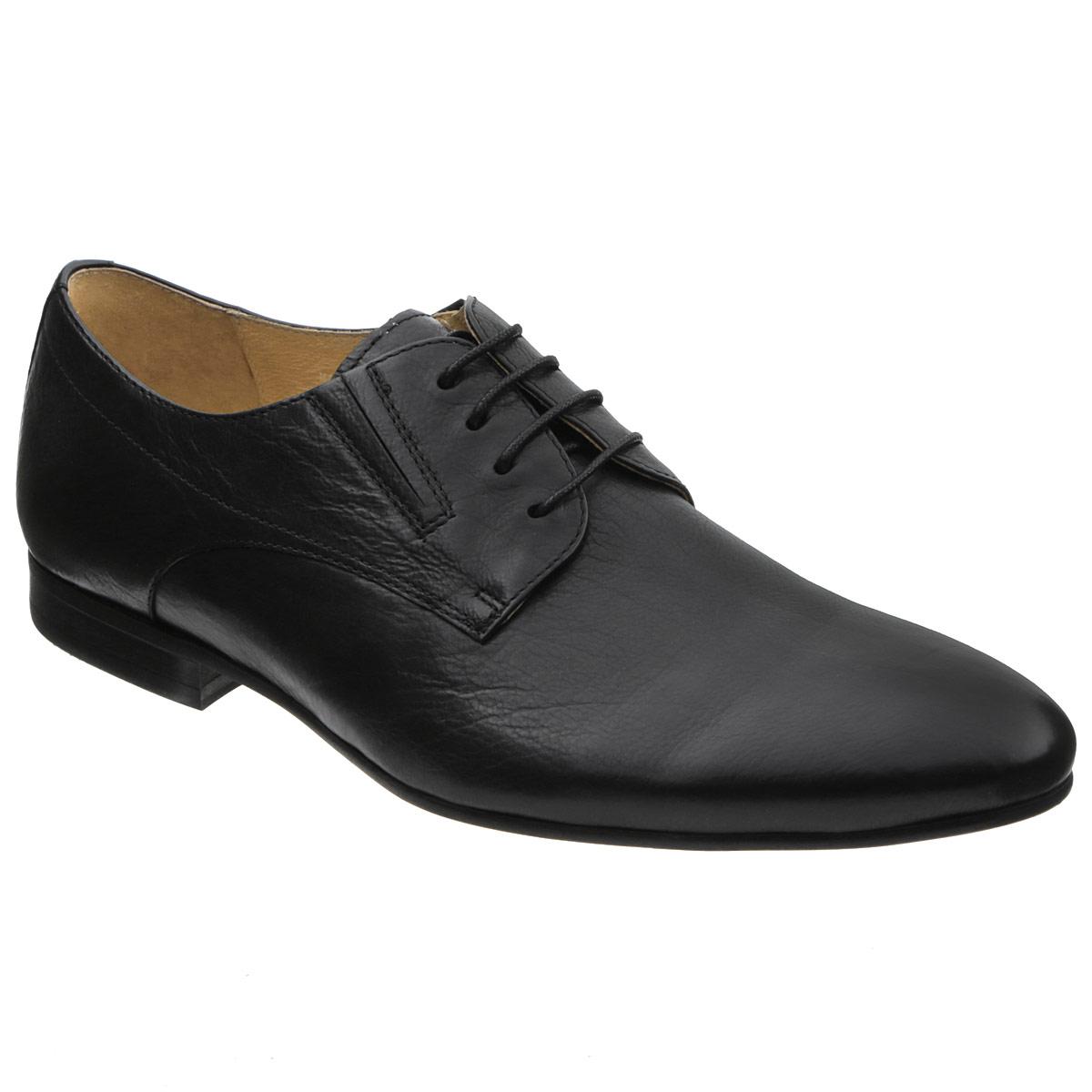 Туфли мужские. M17995M17995Изысканные туфли Vitacci - незаменимая вещь в гардеробе каждого мужчины. Модель выполнена из натуральной высококачественной кожи и декорирована задним наружным ремнем. Шнуровка надежно закрепит модель на ноге. Резинки, расположенные на подъеме, гарантируют оптимальную посадку модели на ноге. Стелька из натуральной кожи комфортна при движении. Умеренной высоты каблук и подошва с рифлением обеспечивают отличное сцепление с поверхностью. Элегантные туфли станут прекрасным завершением вашего модного образа.