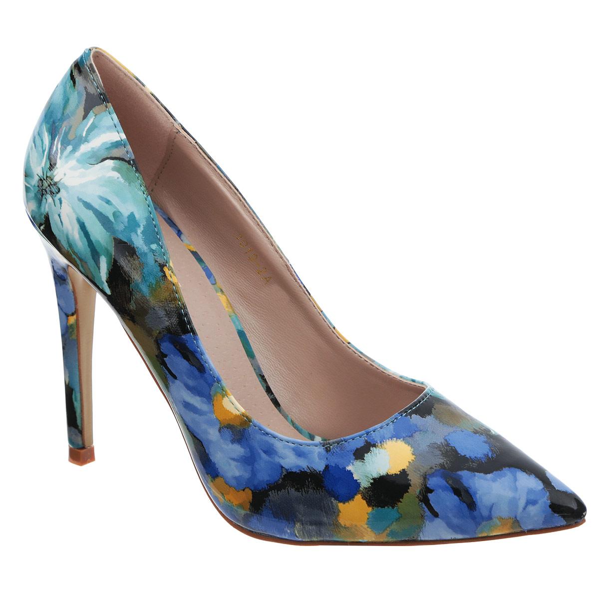 Туфли женские. 1019-2A1019-2AЯркие женские туфли Itemblack эффектно дополнят ваш модный образ. Модель выполнена из искусственной лакированной кожи и оформлена цветочным принтом, имитирующим мазки кисти художника. Заостренный носок - тренд сезона! Стелька из искусственной кожи комфортна при движении. Высокий каблук компенсирован скрытой платформой. Подошва с рифлением обеспечивает идеальное сцепление с поверхностью. Стильные туфли помогут вам создать запоминающийся образ.