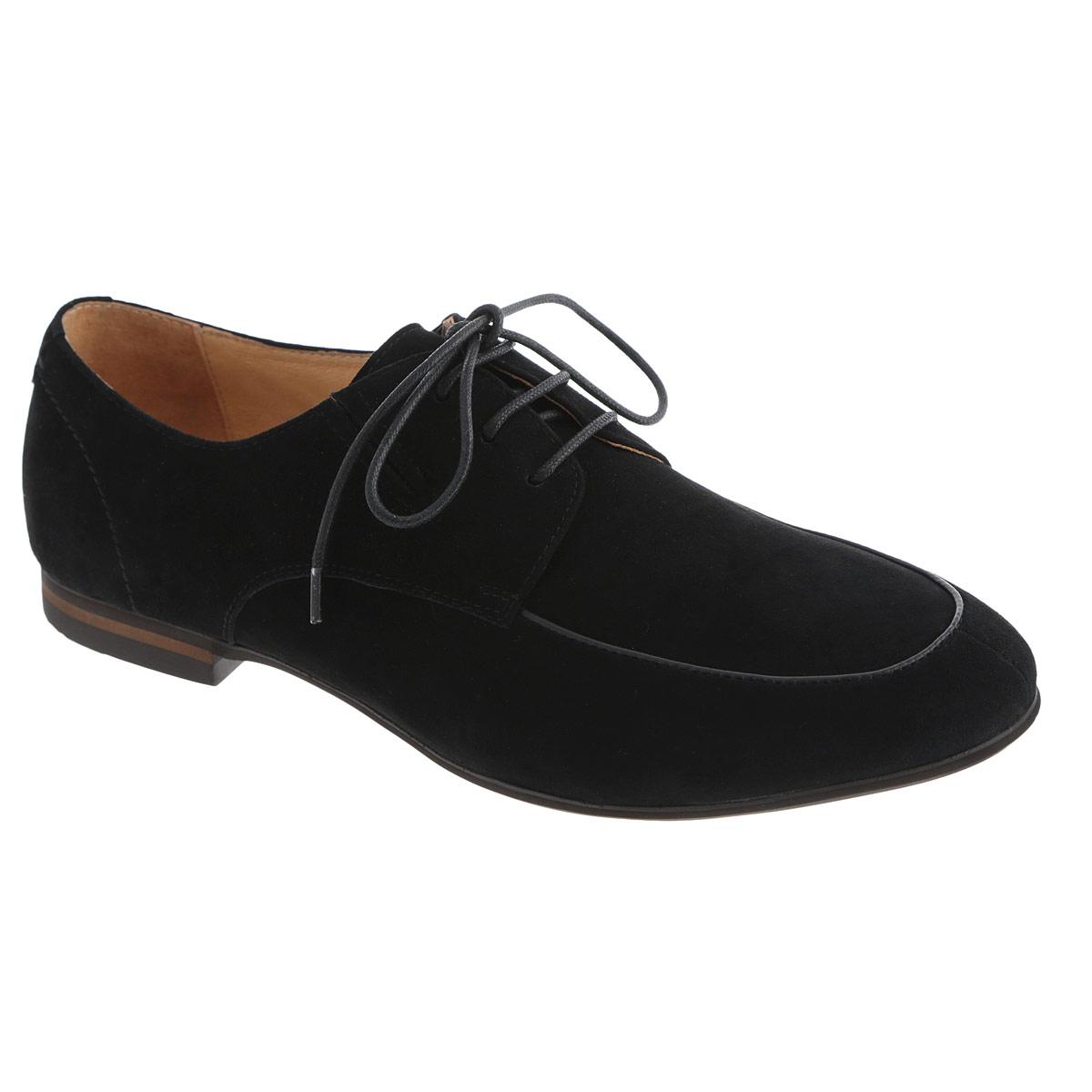 Туфли мужские. M13571M13571Изысканные мужские туфли Vitacci отлично дополнят ваш деловой образ. Модель выполнена из натуральной замши и оформлена крупными декоративными стежками на заднике. Шнуровка надежно закрепит модель на ноге. Резинки, расположенные на подъеме, гарантируют оптимальную посадку модели на ноге. Стелька из натуральной кожи комфортна при движении. Низкий каблук и подошва с рифлением обеспечивают отличное сцепление с поверхностью. Стильные туфли займут достойное место среди вашей коллекции обуви.
