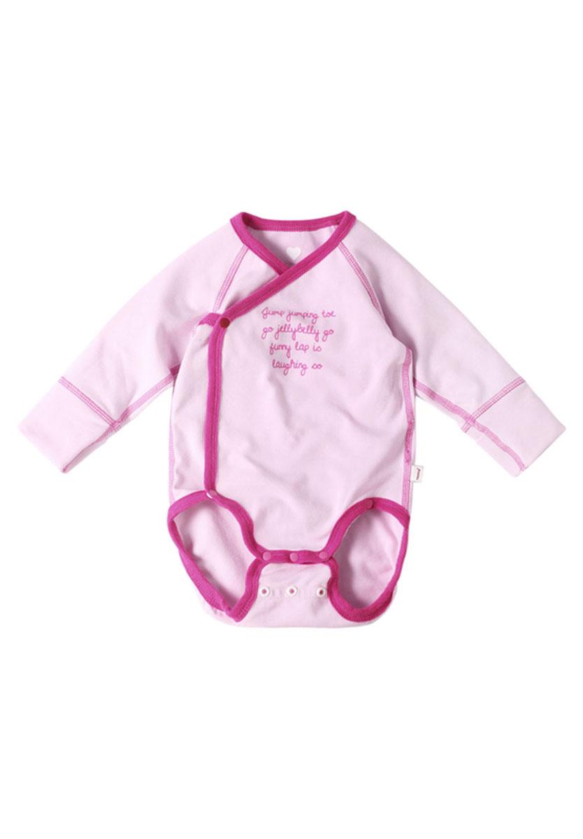Боди-кимоно детское Kujeilu. 516157516157_0110Боди-кимоно детское Reima Kujeilu с длинными рукавами послужит идеальным дополнением к гардеробу вашего ребенка, обеспечивая ему наибольший комфорт. Боди изготовлено из высококачественного быстросохнущего материала Play Jersey, который обеспечивает комфорт для нежной кожи. Мягкие, плоские швы гарантируют максимальный комфорт без раздражения. Боди-кимоно с длинными рукавами-реглан и V-образным вырезом горловины имеет удобные застежки-кнопки по принципу кимоно и застежки-кнопки на ластовице, которые помогают легко переодеть ребенка или сменить подгузник. Детки растут быстро, также как и это боди, благодаря удлинению на ластовице. Рукава дополнены широкими трикотажными манжетами. Спереди изделие оформлено принтовой надписью на английском языке. Боди полностью соответствует особенностям жизни ребенка в ранний период, не стесняя и не ограничивая его в движениях. В нем ваш ребенок всегда будет в центре внимания. Для размеров 50-62 предусмотрены специальные...