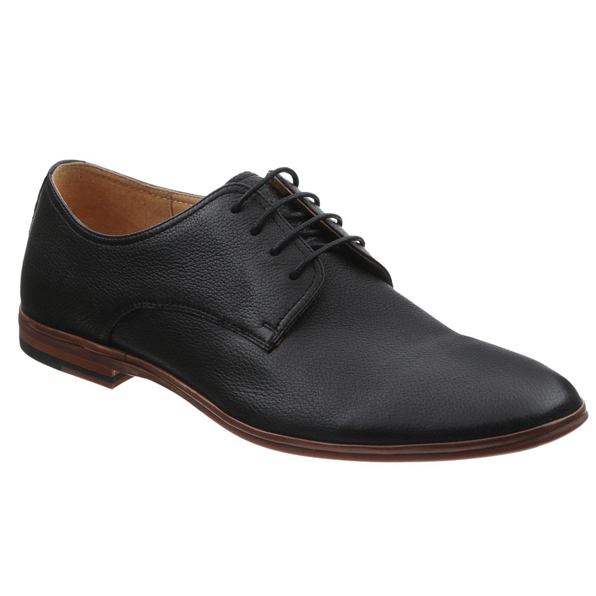 Туфли мужские. M171094M171094Изысканные мужские туфли Vitacci отлично дополнят ваш деловой образ. Модель выполнена из натуральной высококачественной кожи и декорирована задним наружным ремнем. Шнуровка надежно закрепит модель на ноге. Мягкая стелька и подкладка из натуральной кожи комфортны при движении. Низкий каблук и подошва стилизованы под дерево. Стильные туфли займут достойное место среди вашей коллекции обуви.
